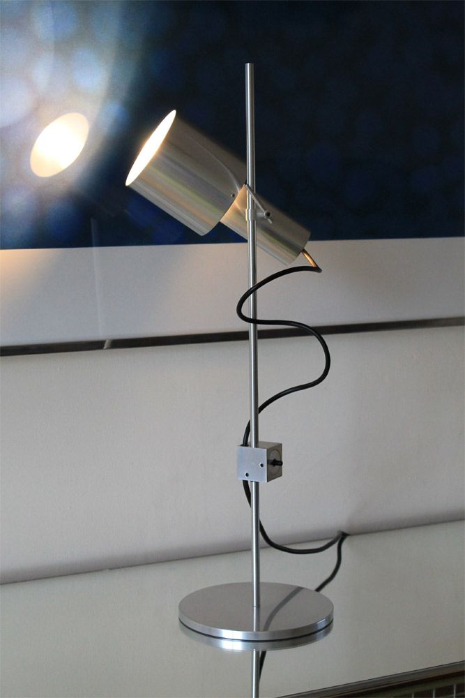 Desk light by peter nelson for architectural lighting for Lights company