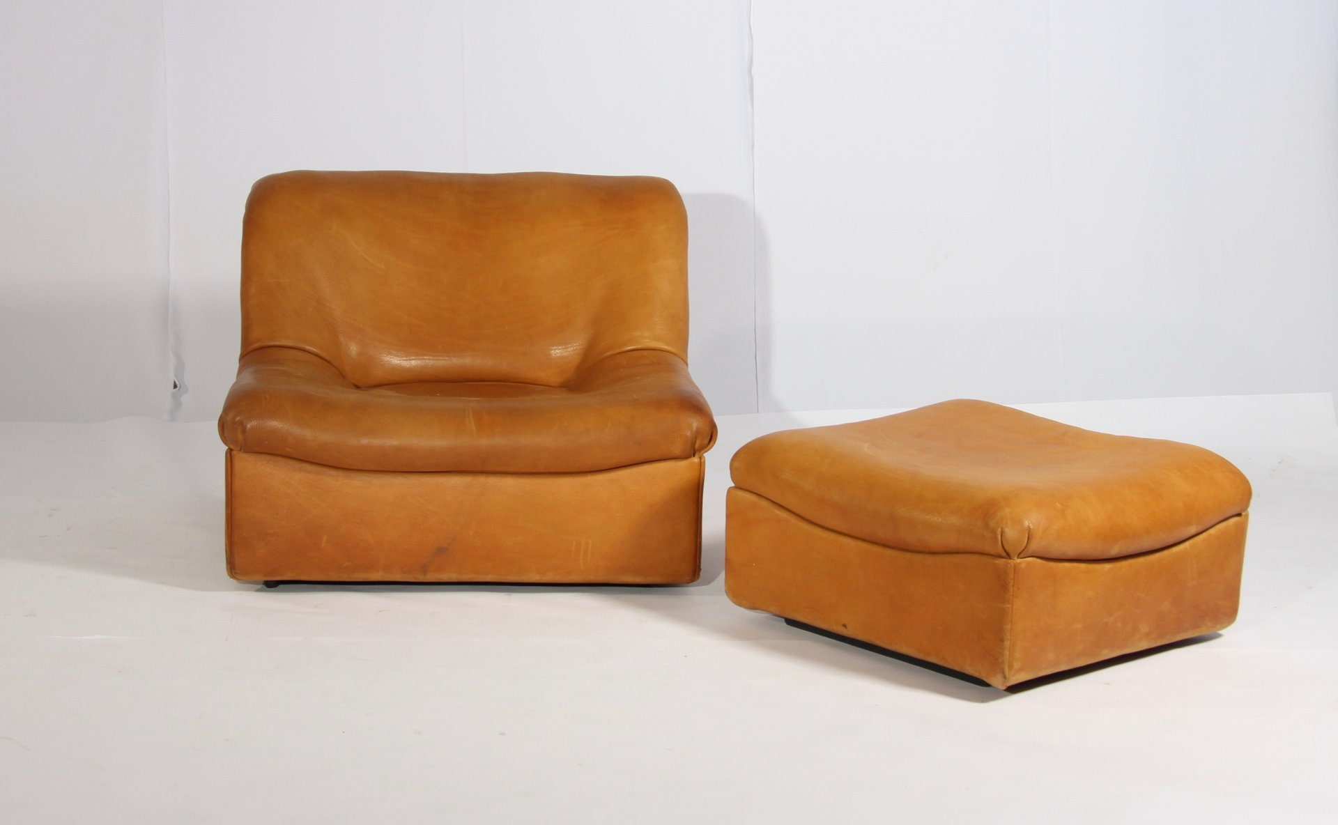 ds 46 sessel und hocker aus b ffelleder von de sede 1970er bei pamono kaufen. Black Bedroom Furniture Sets. Home Design Ideas