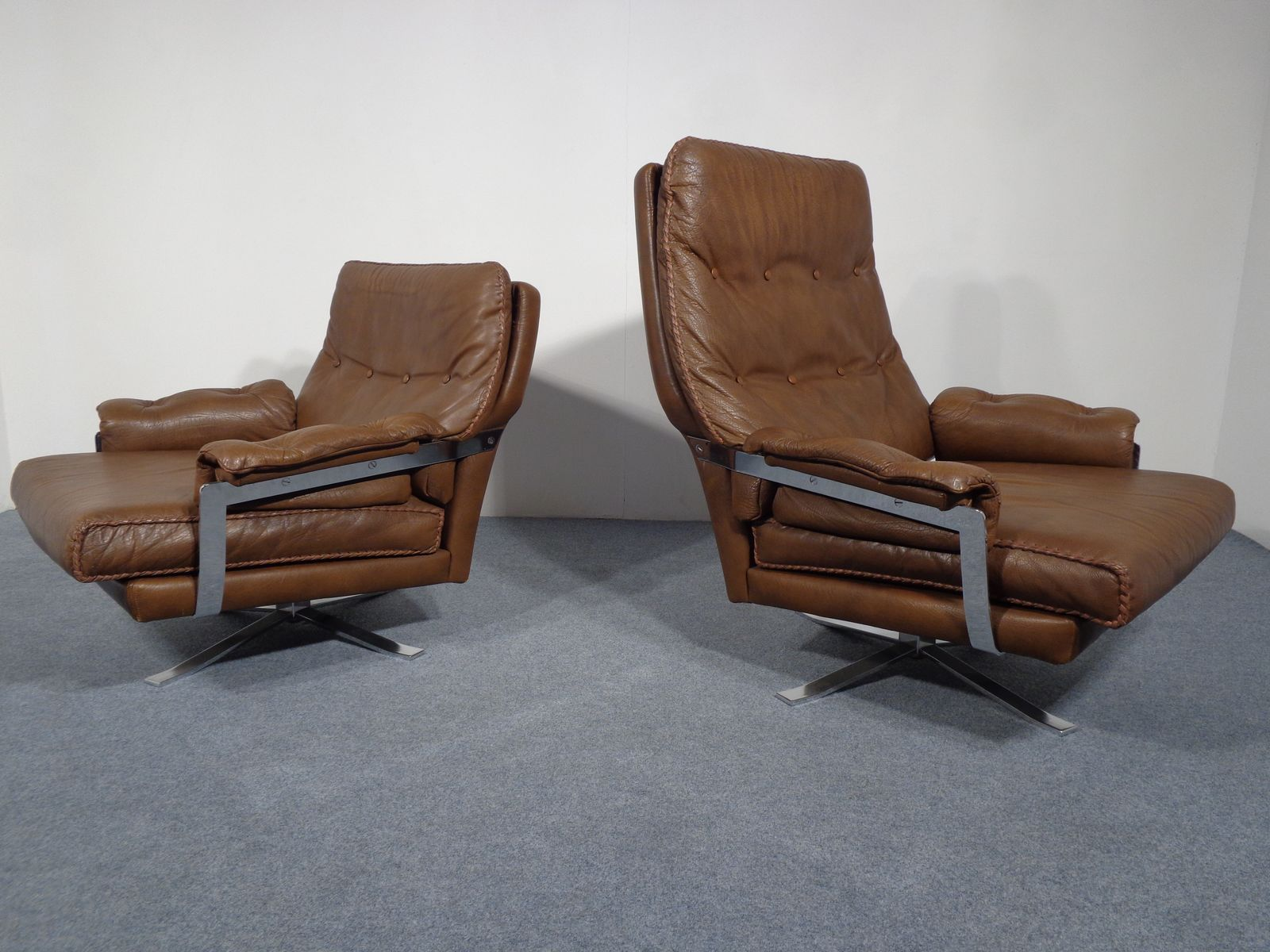 Swedish Leather Swivel Lounge Chairs By Arne Norell For Vatne Mobler, Set  Of 2 For Sale At Pamono