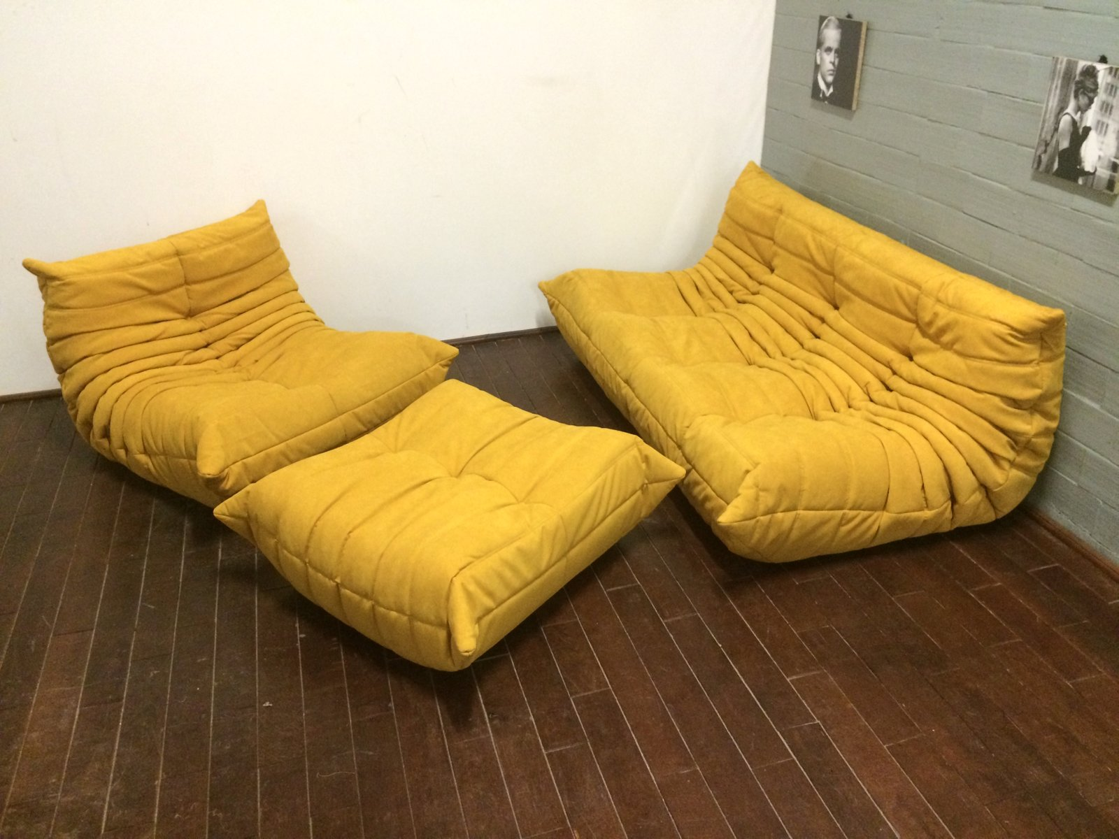 set de canap togo alcantara jaune par michel ducaroy pour ligne roset 1970s set de 3 en vente. Black Bedroom Furniture Sets. Home Design Ideas