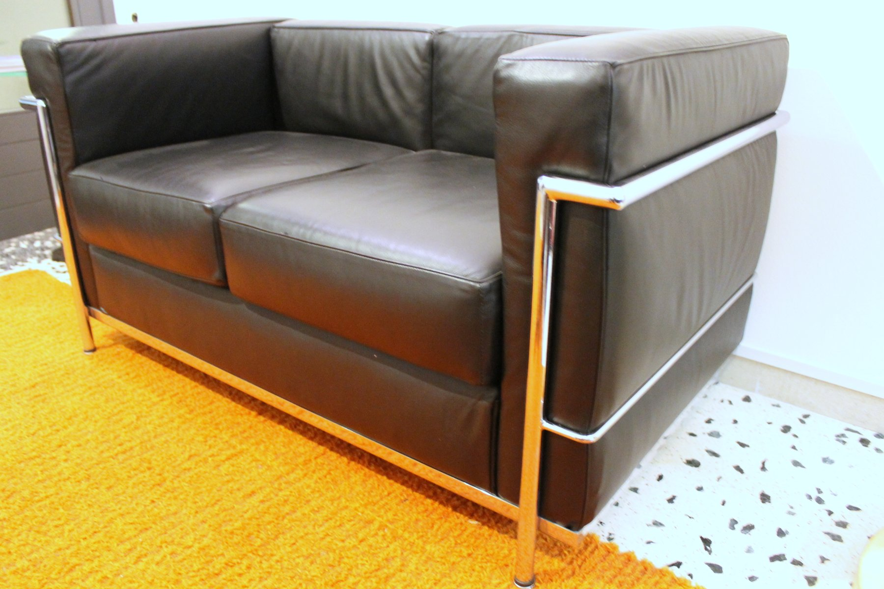 Lc2 sofa by le corbusier for alivar 1989 for sale at pamono for Le corbusier lc2 nachbau