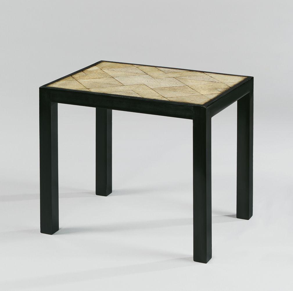 kleiner beistelltisch mit tischplatte aus rochenhaut von. Black Bedroom Furniture Sets. Home Design Ideas