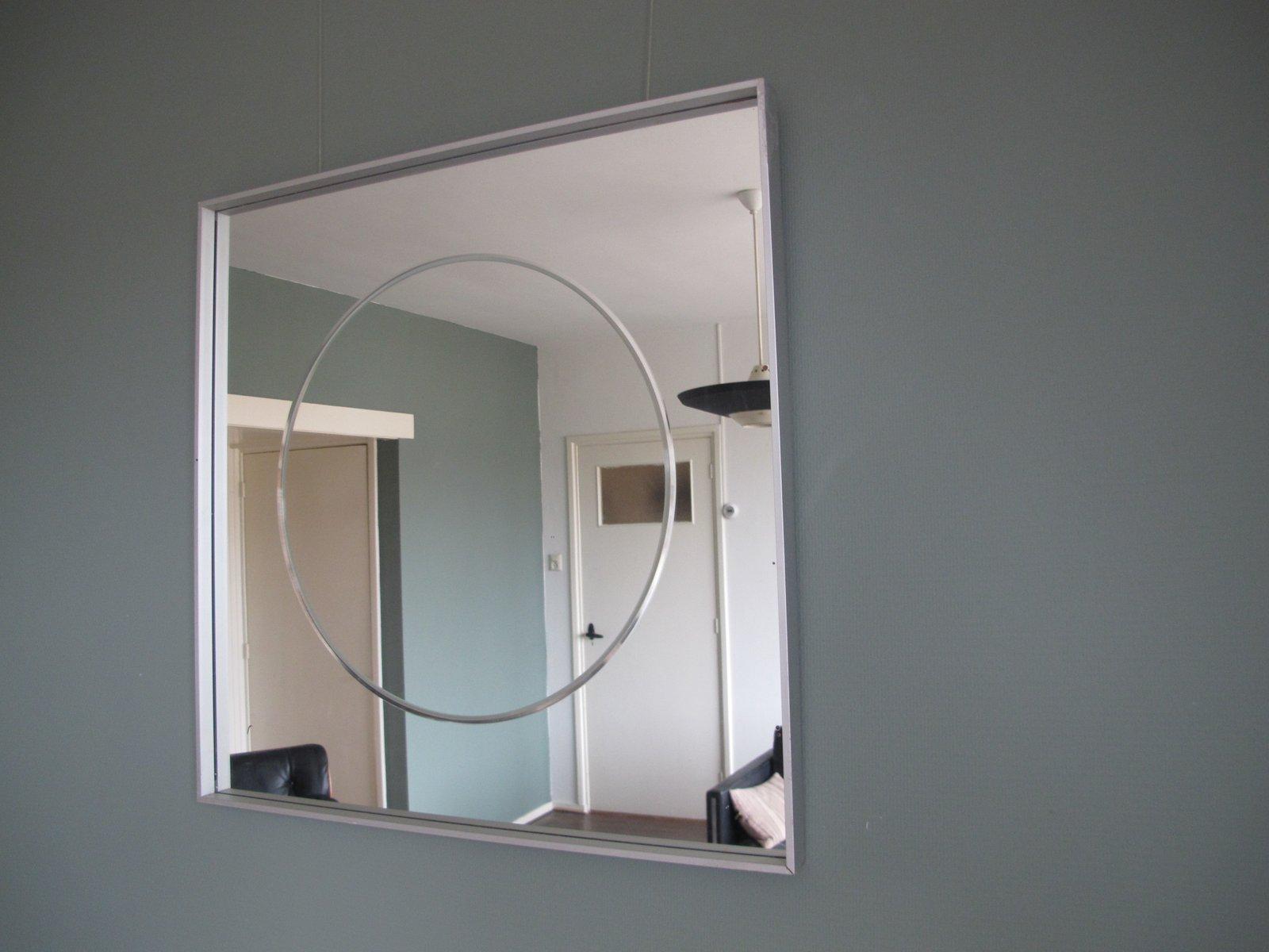 quadratischer vintage spiegel mit aluminium rahmen bei. Black Bedroom Furniture Sets. Home Design Ideas