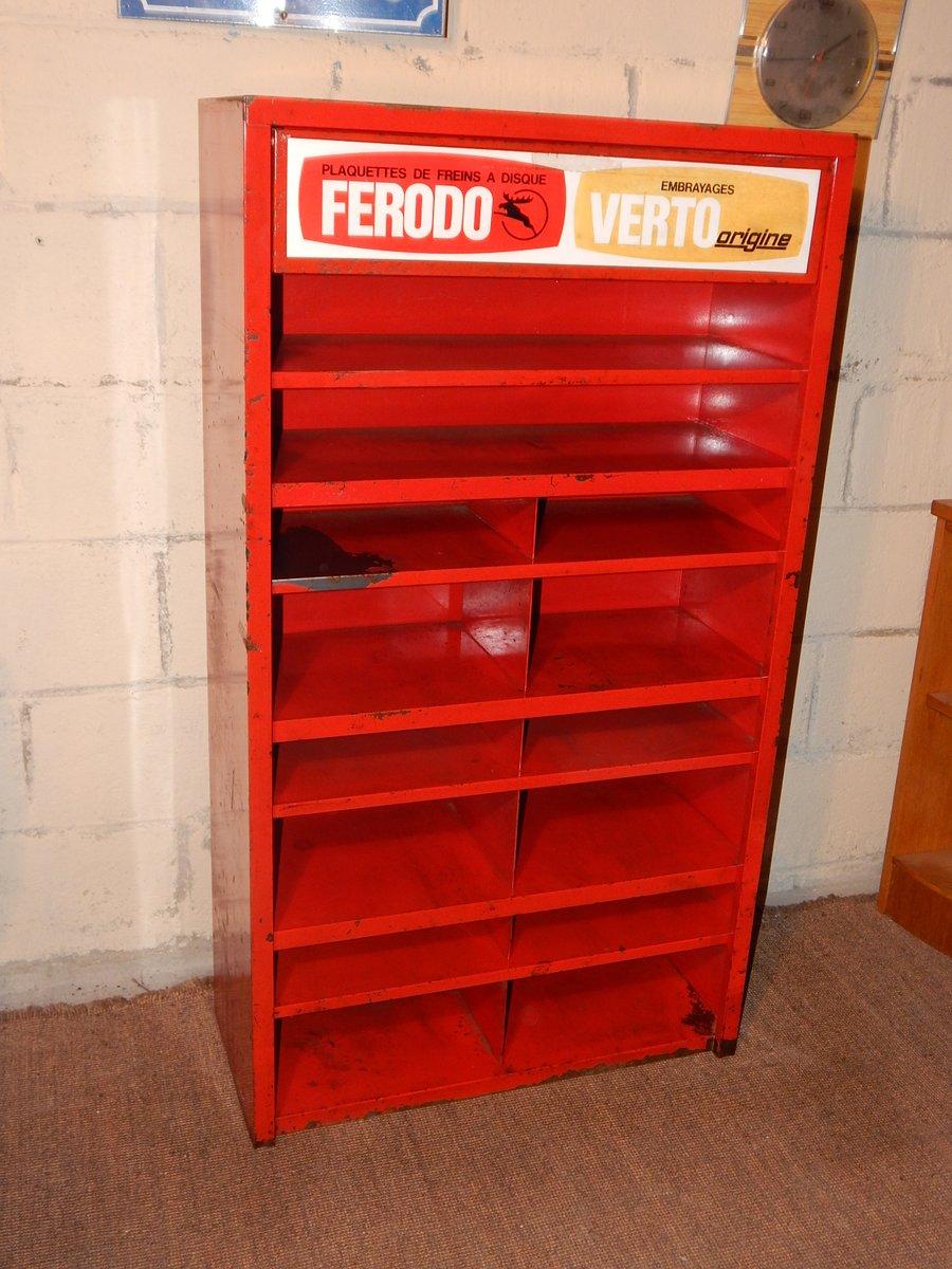 meuble de rangement d 39 atelier rouge 1950s en vente sur pamono. Black Bedroom Furniture Sets. Home Design Ideas