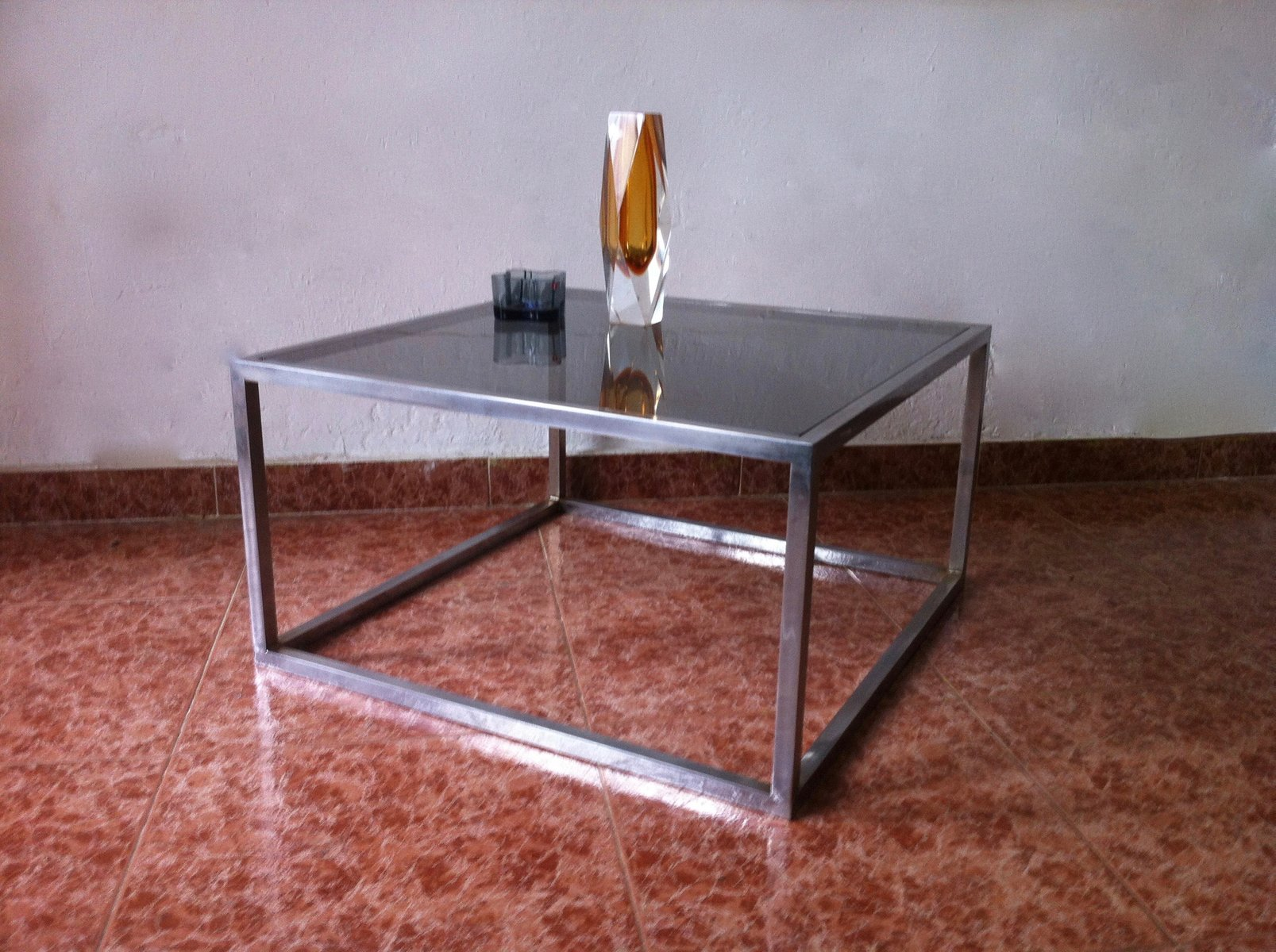 Viereckiger vintage couchtisch aus rauchglas aluminium for Viereckiger couchtisch