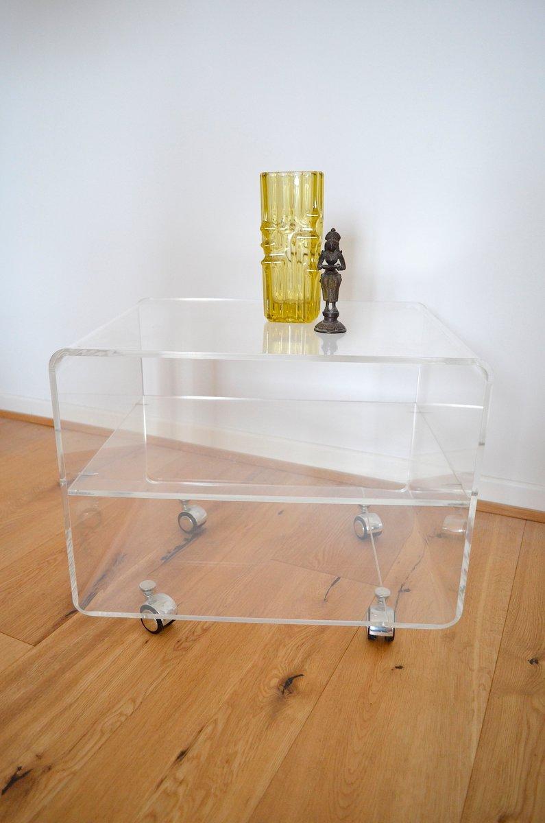 plexiglas beistelltisch auf rolllen 1970er bei pamono kaufen. Black Bedroom Furniture Sets. Home Design Ideas