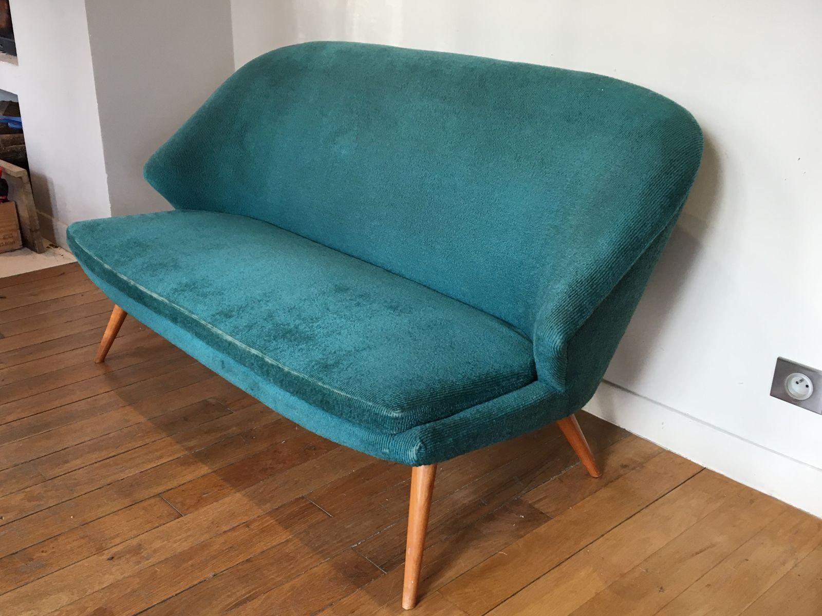 blaues samt zwei sitzer sofa 1960er bei pamono kaufen. Black Bedroom Furniture Sets. Home Design Ideas