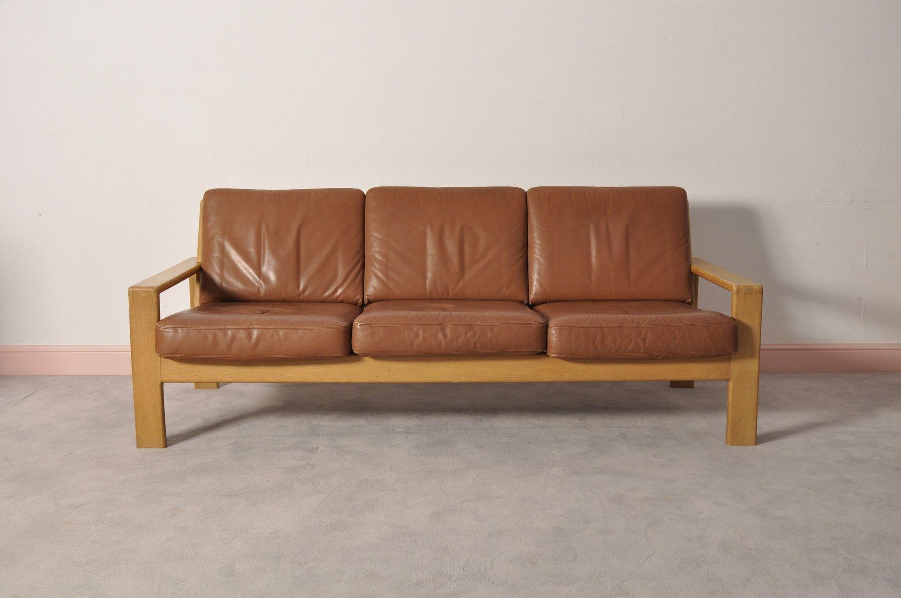 skandinavisches vintage drei sitzer ledersofa aus eiche bei pamono kaufen. Black Bedroom Furniture Sets. Home Design Ideas