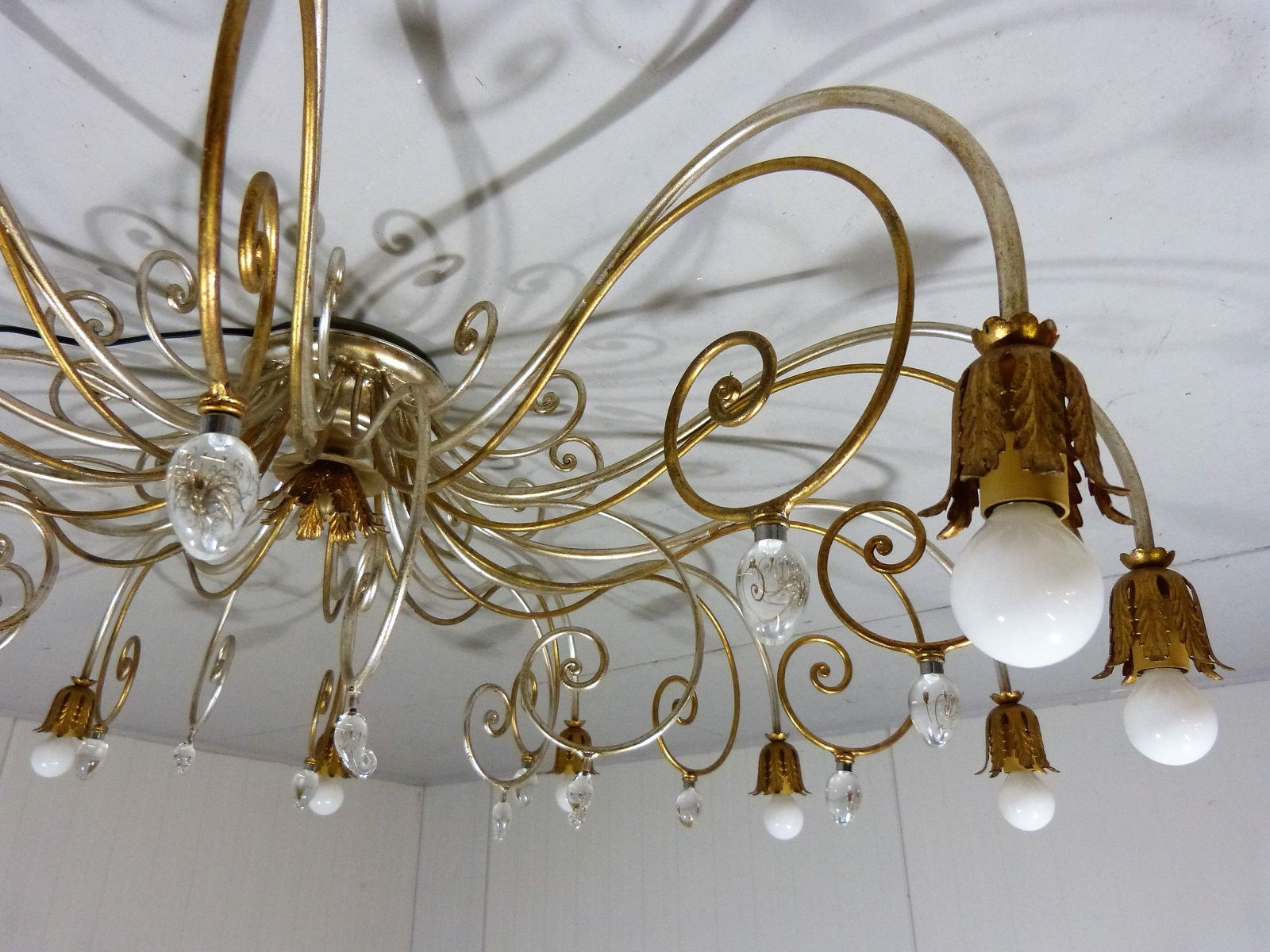gro er italienischer vintage kronleuchter im hollywood regency stil bei pamono kaufen. Black Bedroom Furniture Sets. Home Design Ideas