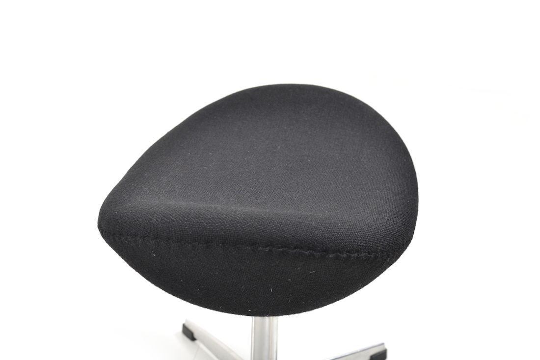 the egg chair ottoman von arne jacobsen f r fritz hansen 1963 bei pamono kaufen. Black Bedroom Furniture Sets. Home Design Ideas