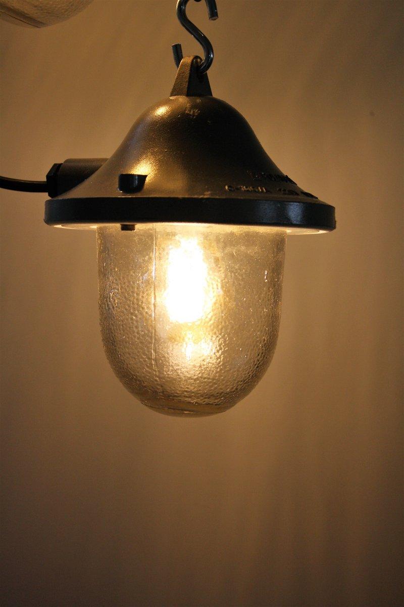 kleine industrielle gusseisen glas lampe von polamp 1960er bei pamono kaufen. Black Bedroom Furniture Sets. Home Design Ideas