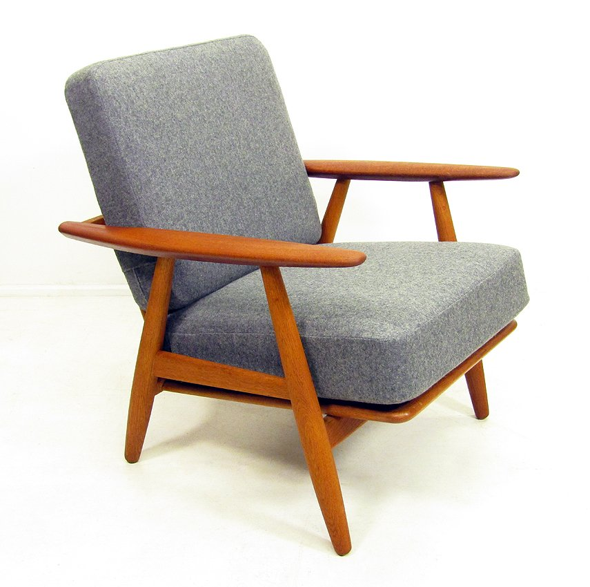 GE 240 Cigar Chair by Hans Wegner for sale at Pamono