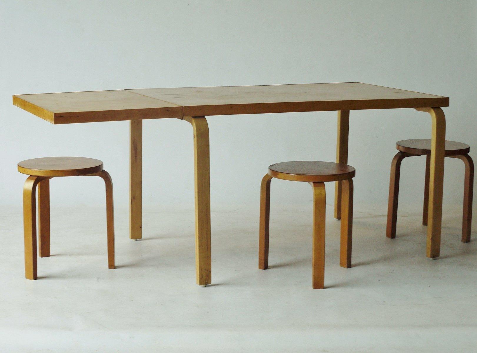 Tavolo da pranzo a ribalta allungabile di Alvar Aalto per Artek ...