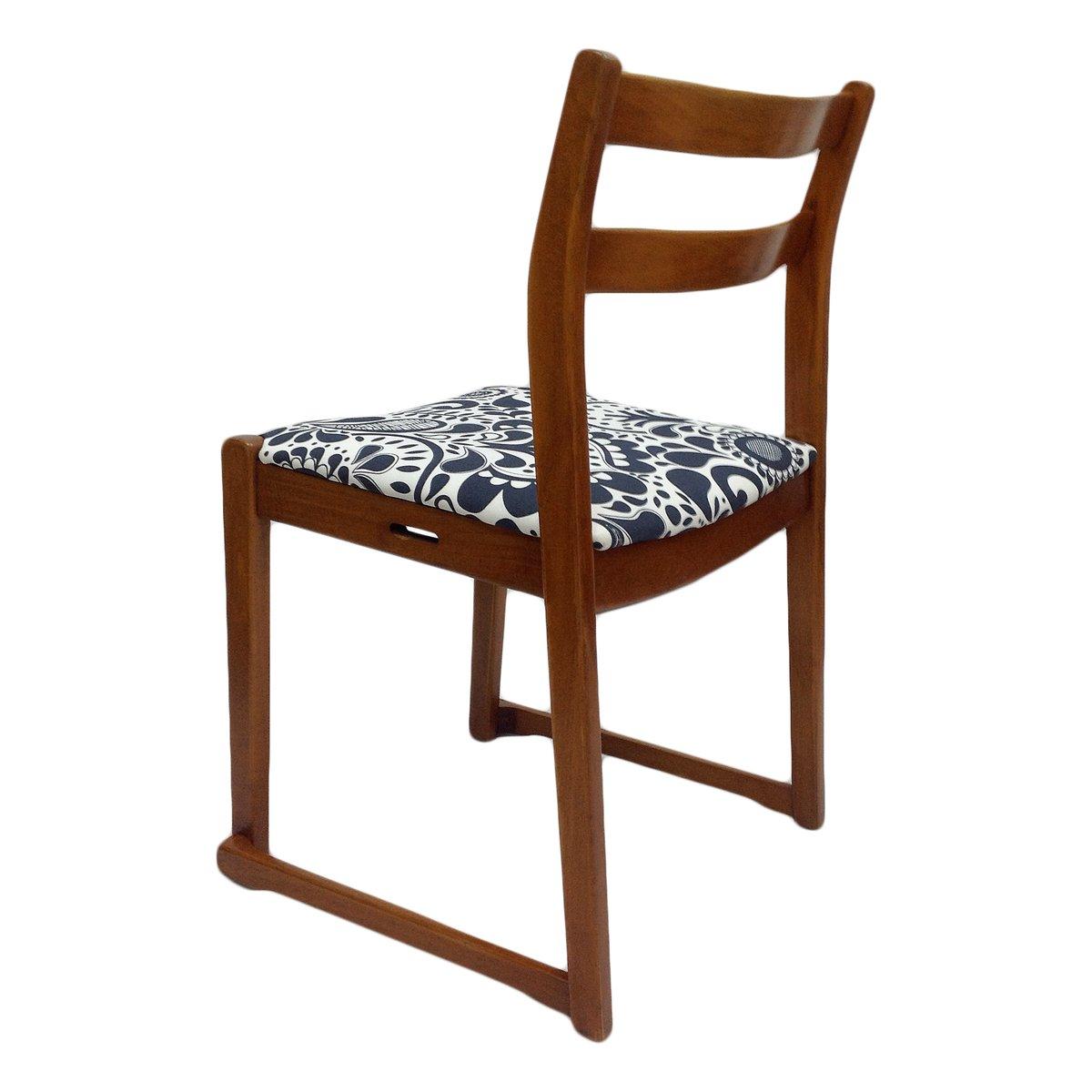 vintage teak stuhl mit gemustertem bezug bei pamono kaufen. Black Bedroom Furniture Sets. Home Design Ideas