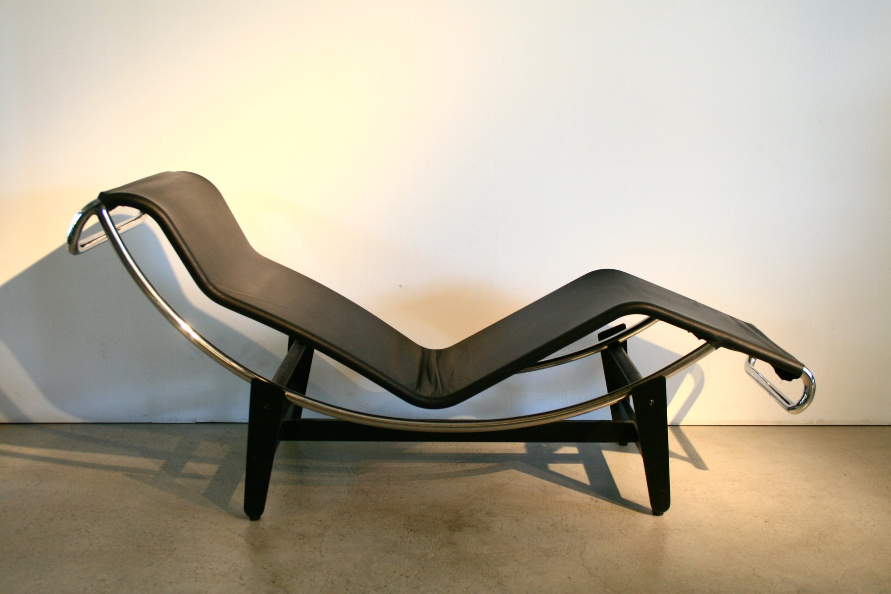 Vintage LC4 Lounge Chair By Le Corbusier For Wohnbedarf, 1950s
