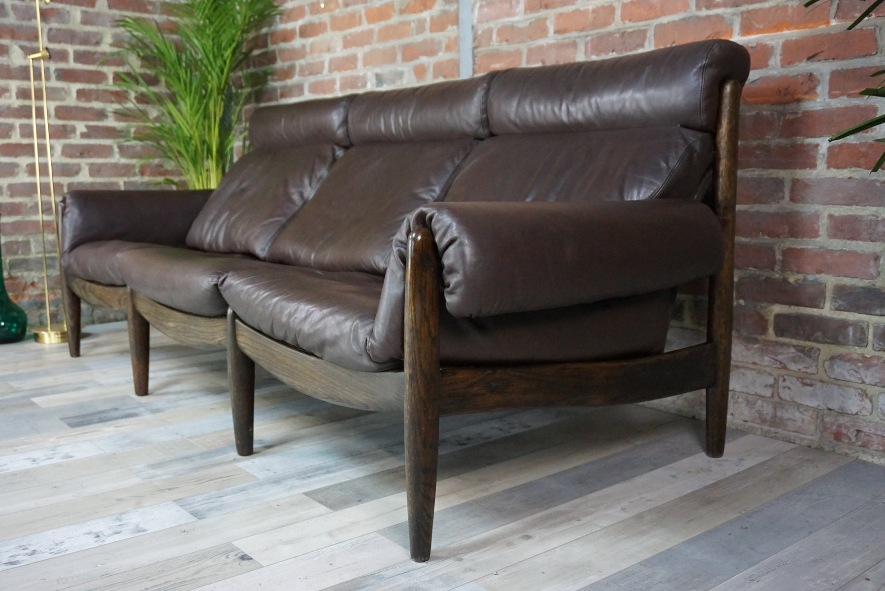 Vintage leather and oak 3 seater sofa for sale at pamono for Leather sofa 7 seater