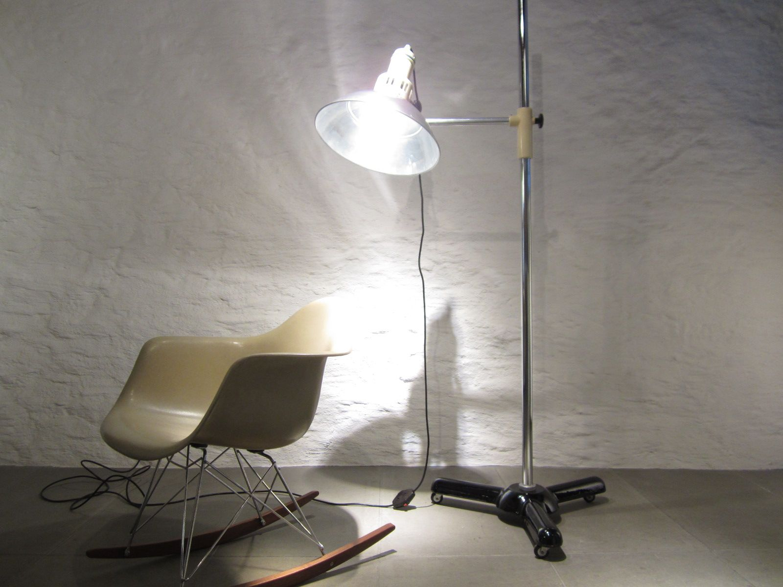 Large Vintage Former Medical Floor Lamp From Calorex 3. Previous
