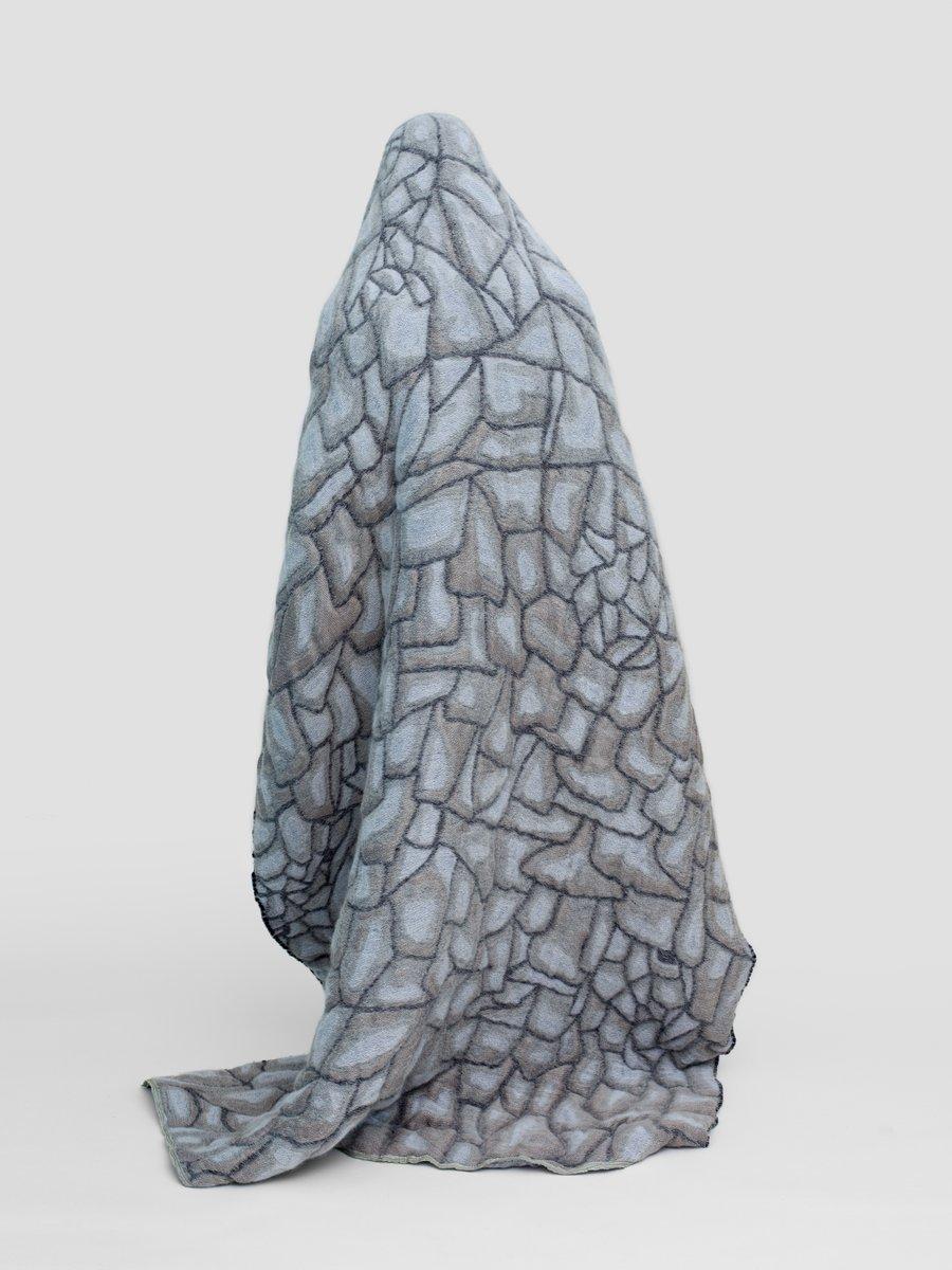 graue hide decke von nienke hoogvliet f r textiel museum tilburg bei pamono kaufen. Black Bedroom Furniture Sets. Home Design Ideas