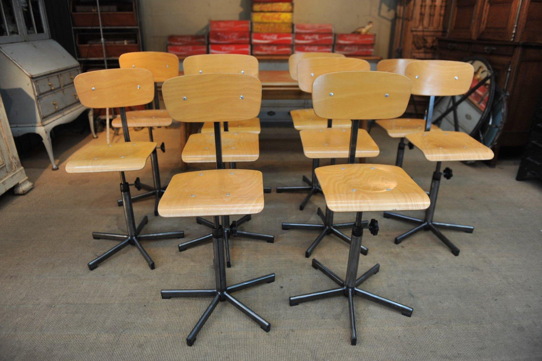 Sedia industriale e regolabile in metallo e legno anni 50 in vendita su Pamono