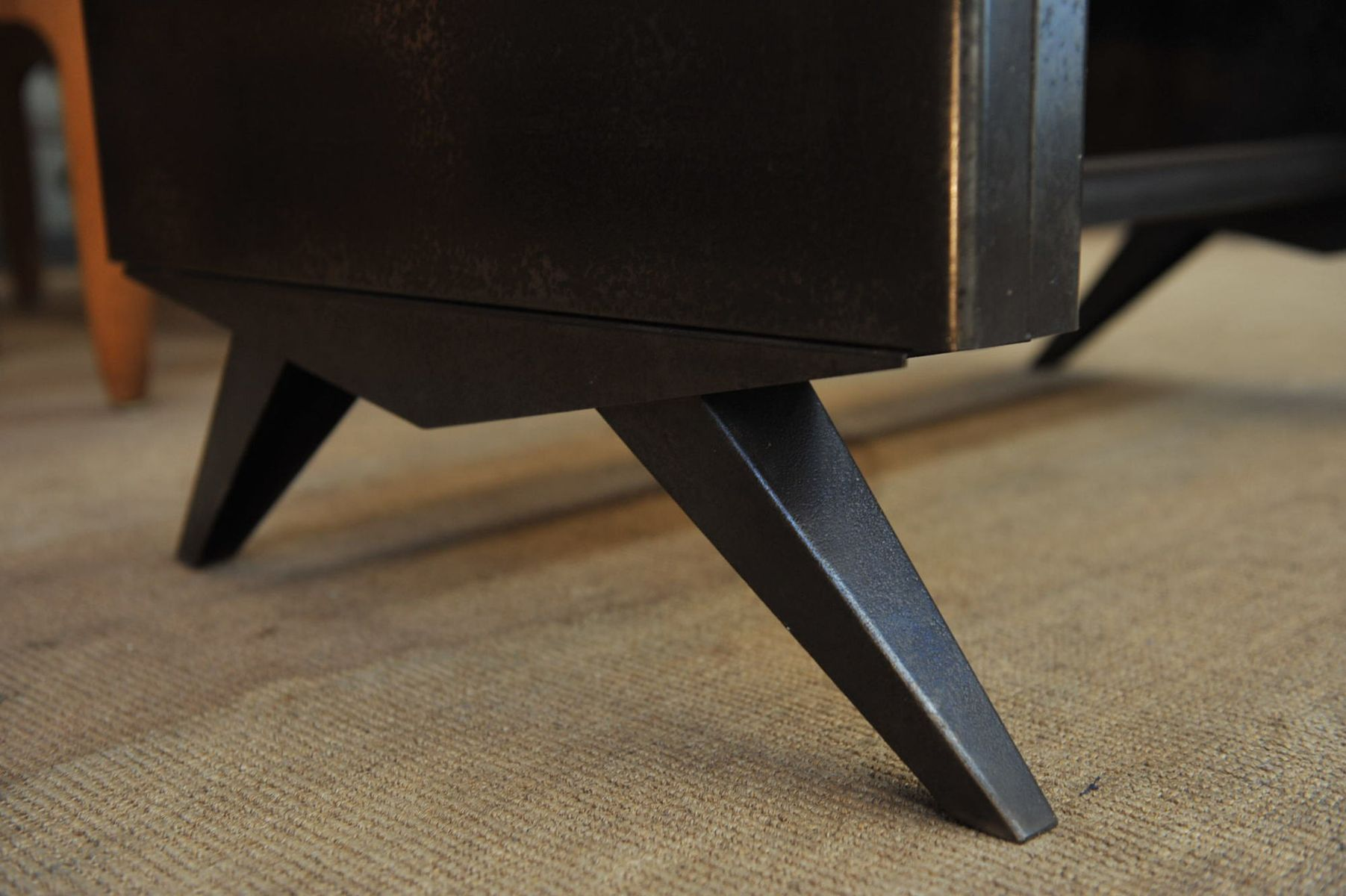 Kleiner industrieller metall schreibtisch 1950er bei for Metall schreibtisch