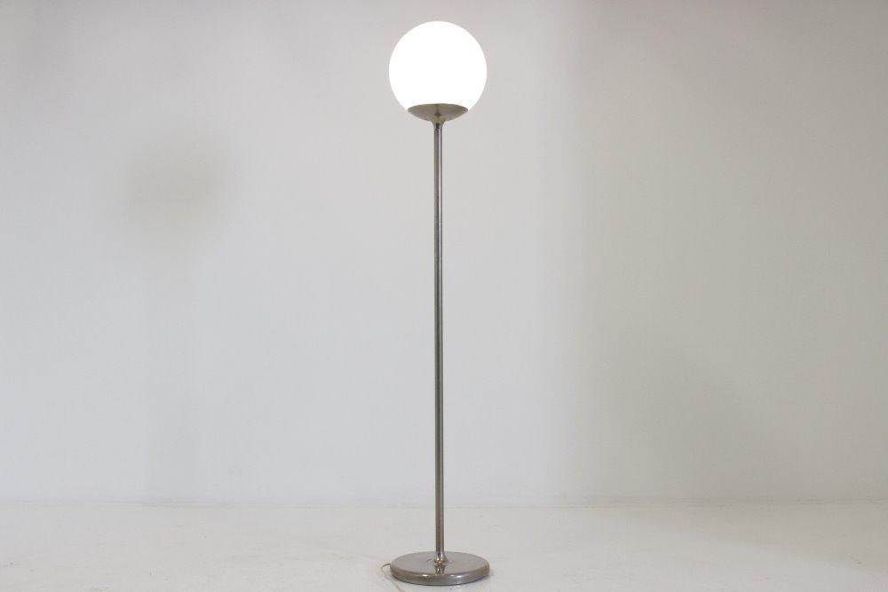 italienische mid century stehlampe mit kugel leuchte. Black Bedroom Furniture Sets. Home Design Ideas