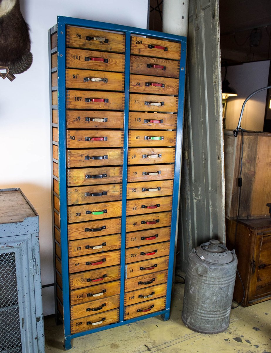 industrieller blauer holzschrank mit schubladen bei pamono. Black Bedroom Furniture Sets. Home Design Ideas