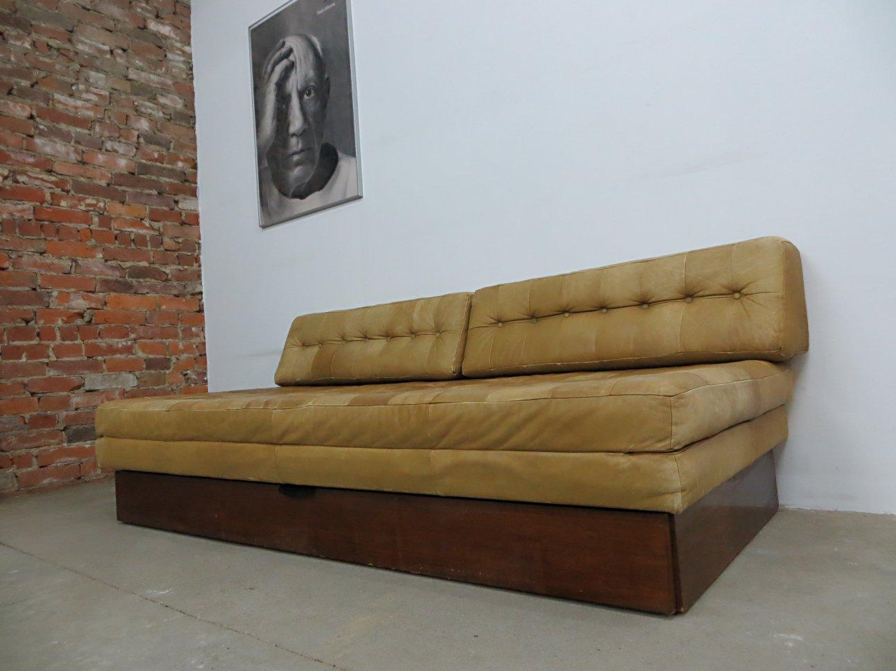 Divano letto vintage in pelle in vendita su pamono - Divano letto retro ...
