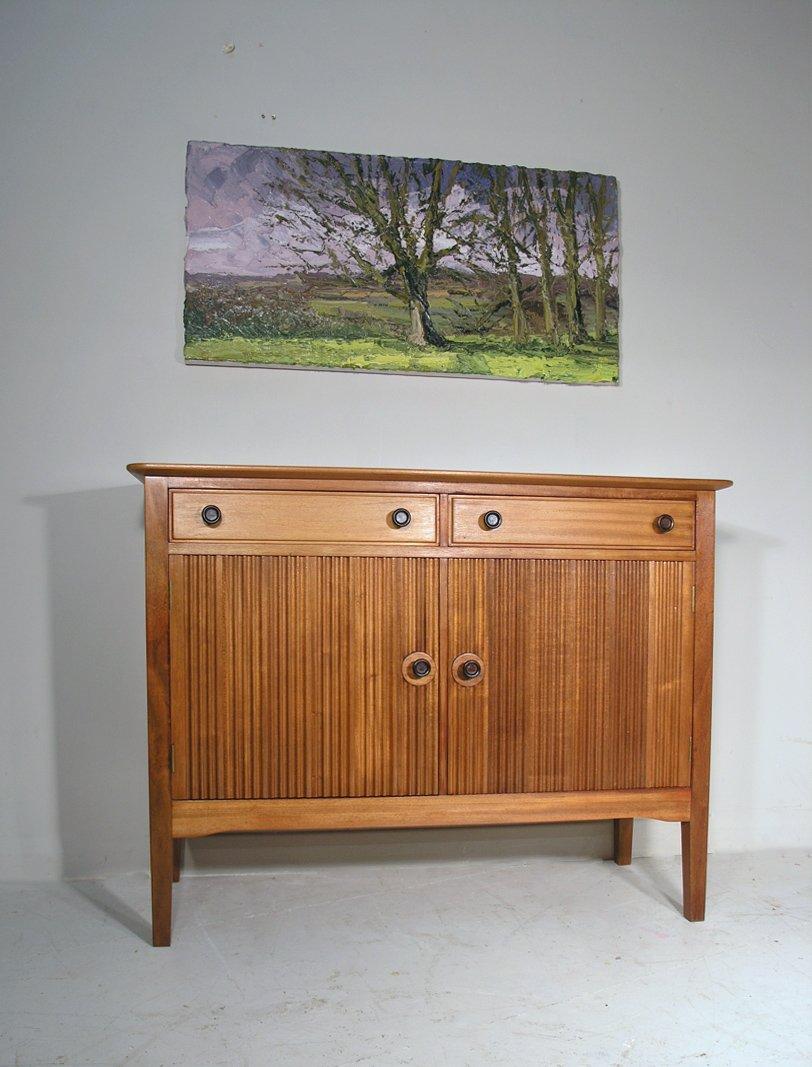 kleines vintage sideboard aus massivem walnuss mahagoni. Black Bedroom Furniture Sets. Home Design Ideas