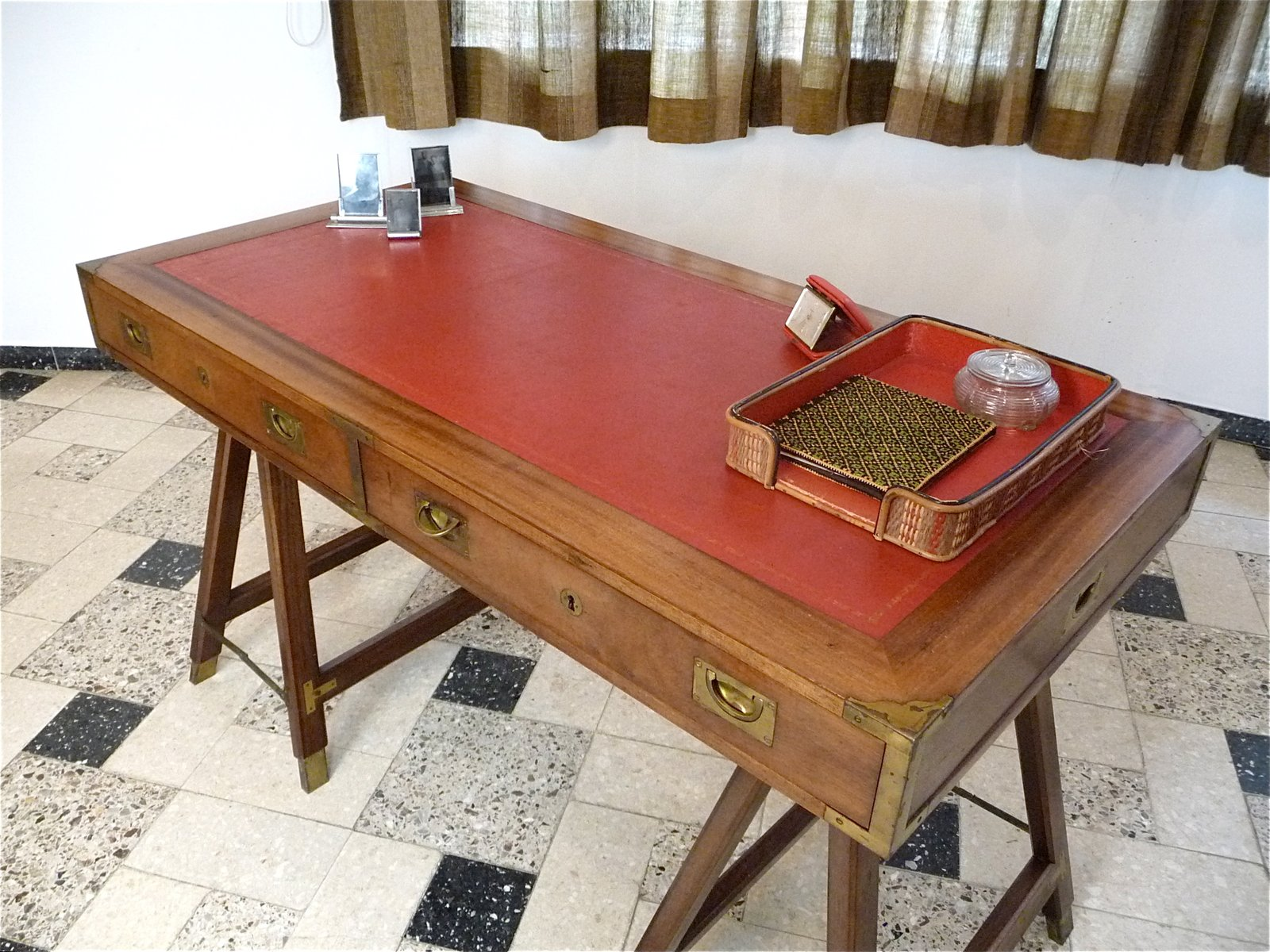 Vintage British Campaign Desk in Mahogany and Leather for sale at