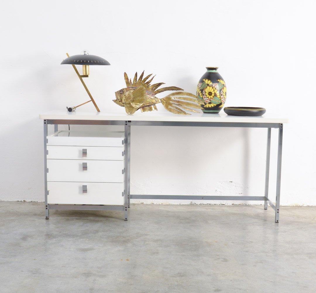niedriger wei er vintage schreibtisch von jules wabbes bei. Black Bedroom Furniture Sets. Home Design Ideas