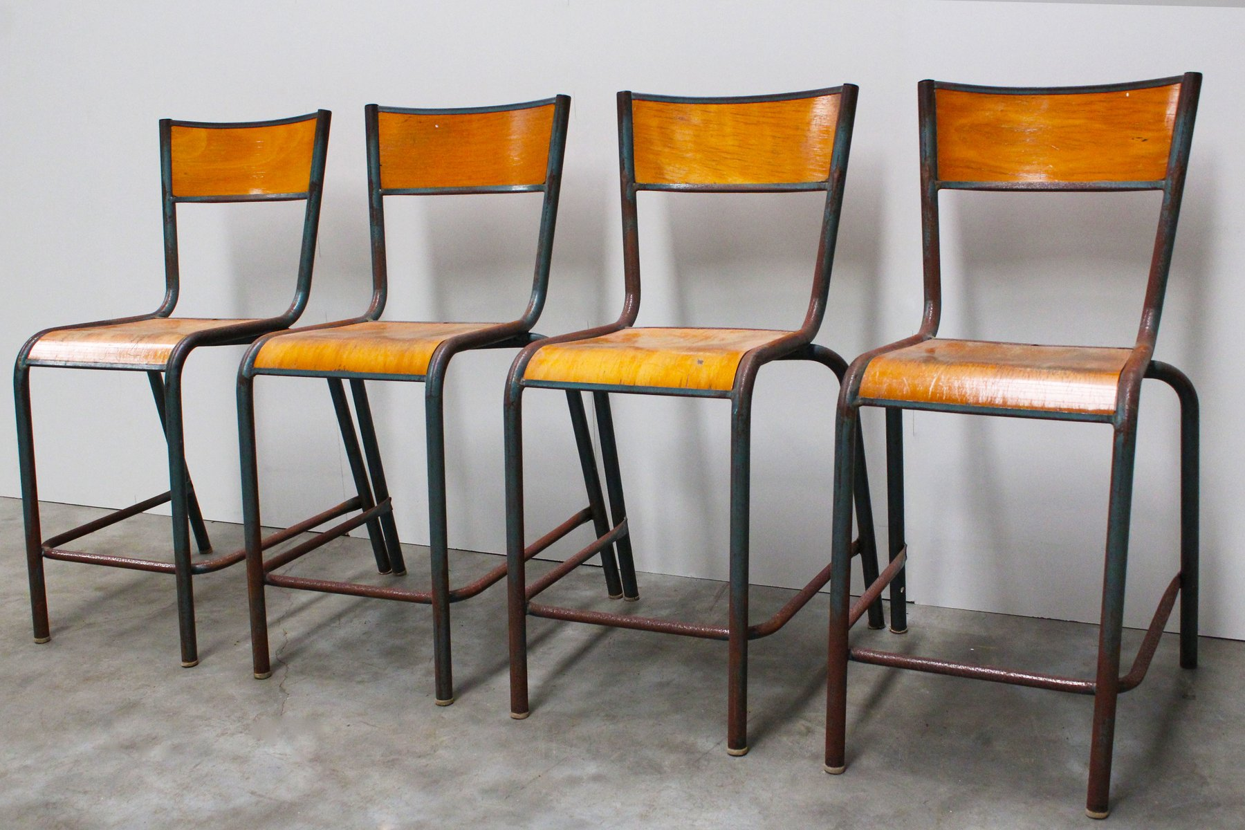 Sedie da scuola industriali vintage di mullca francia for Sedie costo