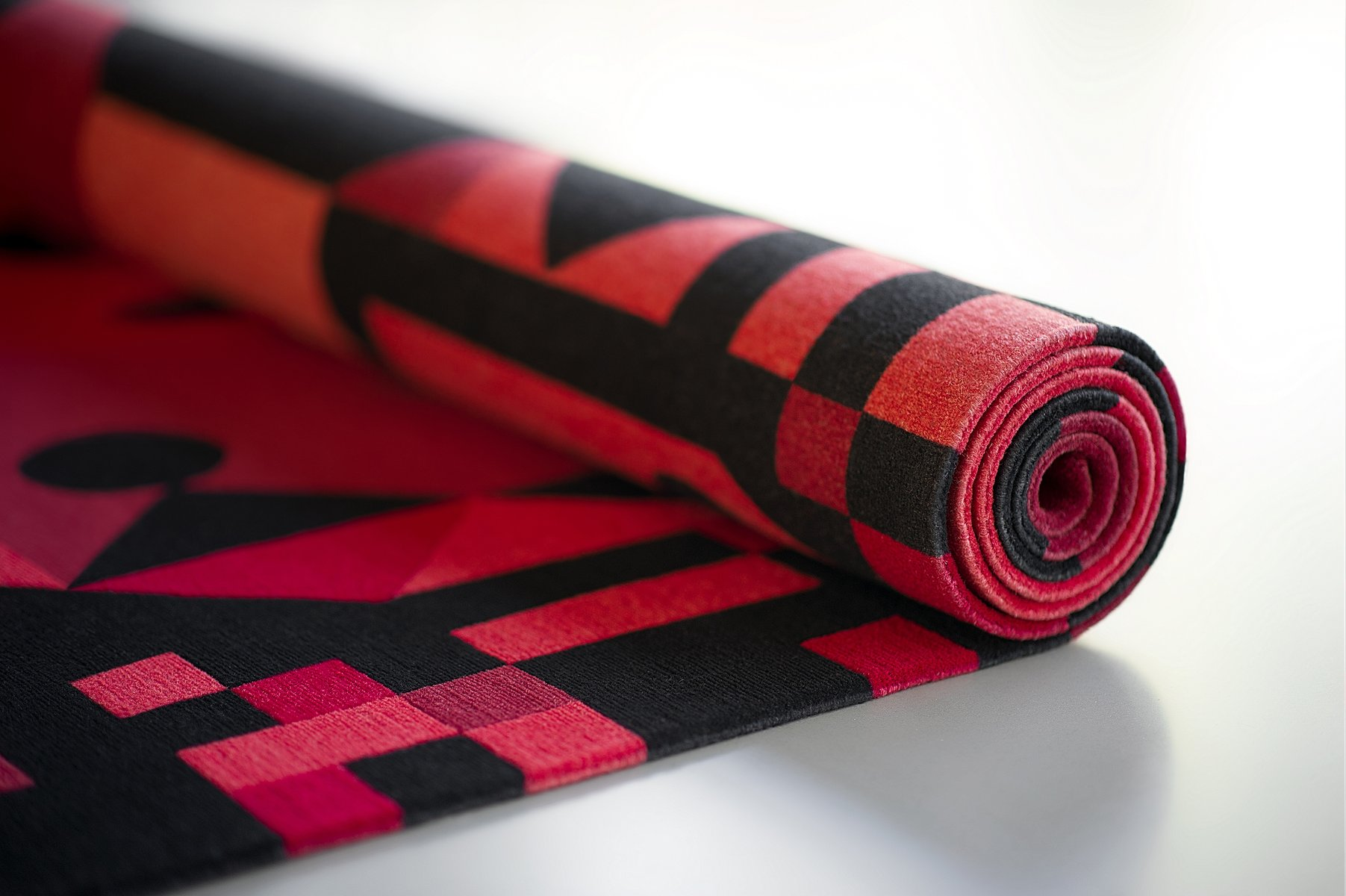 red rays teppich von kostas neofitidis f r kota. Black Bedroom Furniture Sets. Home Design Ideas