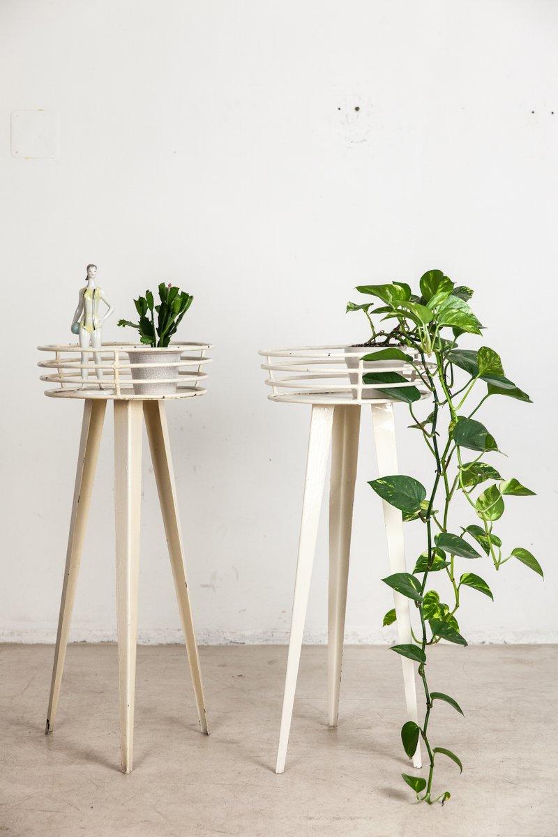 wei er mid century dreibein eisen blumenst nder bei pamono. Black Bedroom Furniture Sets. Home Design Ideas