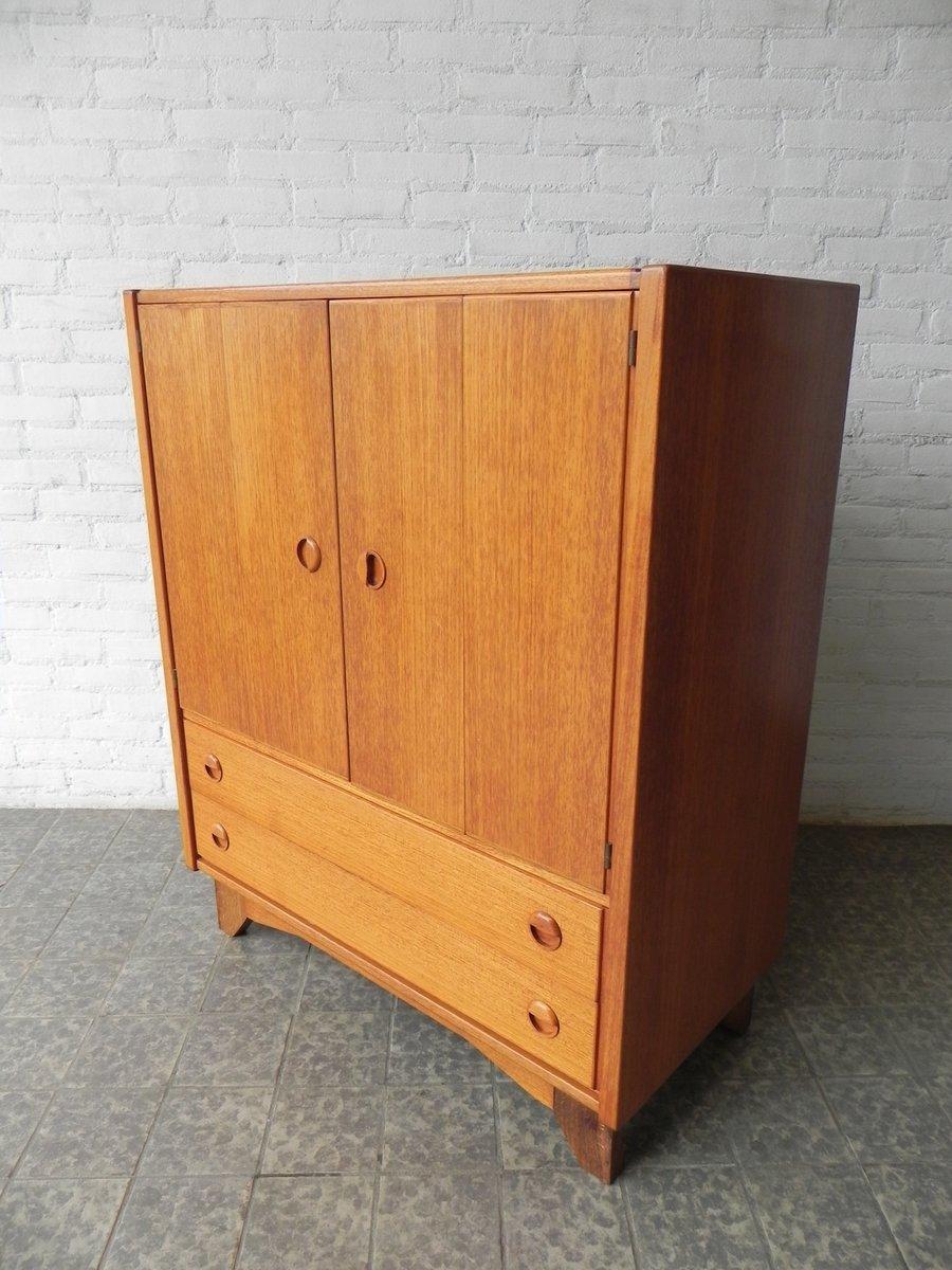 vintage schrank mit zwei t ren und zwei schubladen bei. Black Bedroom Furniture Sets. Home Design Ideas