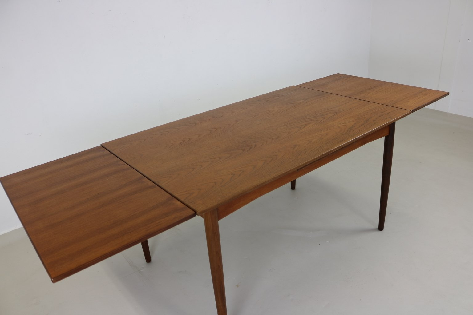Table de salle manger en teck danemark 1965 en vente for Table de salle a manger en solde