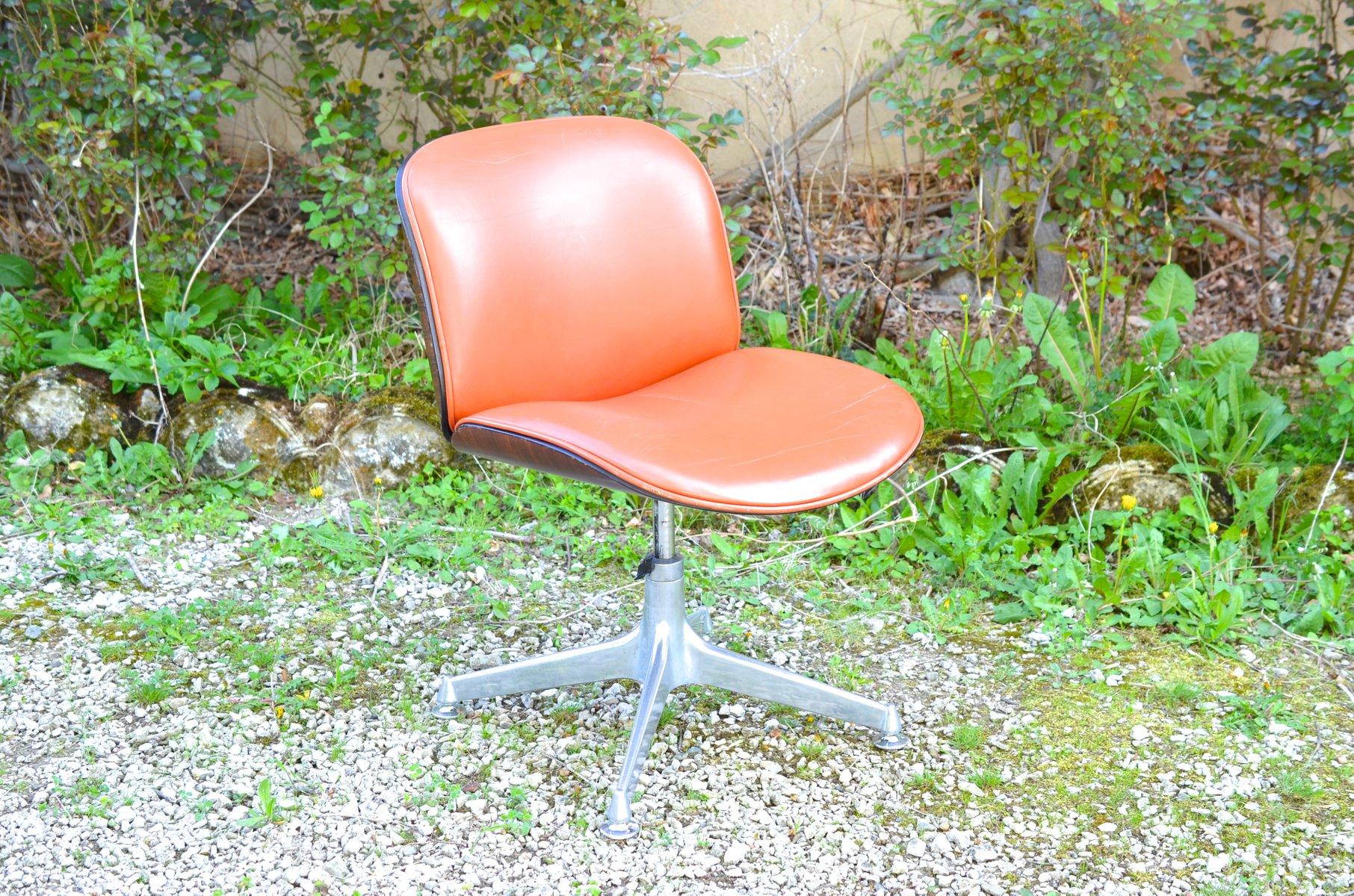 Sedia girevole in palissandro con seduta di pelle di Ico Parisi per MIM anni 50