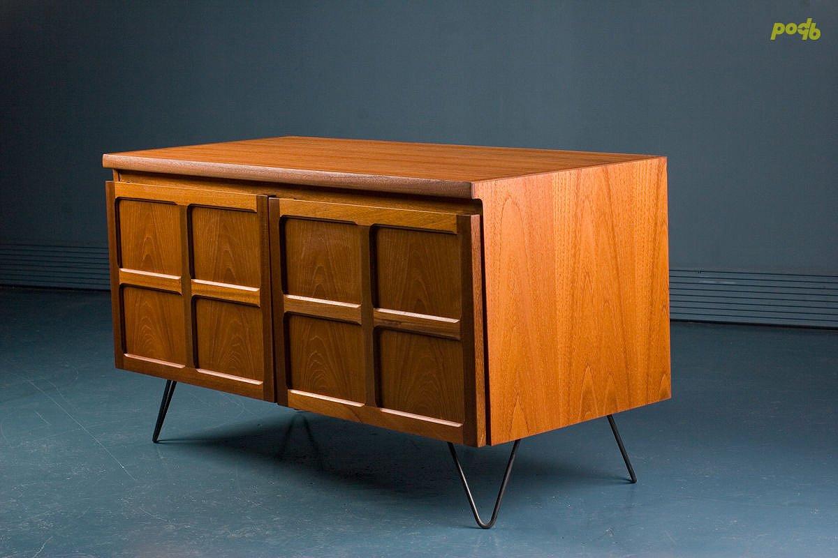 kleines mid century teak sideboard von parker knoll bei. Black Bedroom Furniture Sets. Home Design Ideas