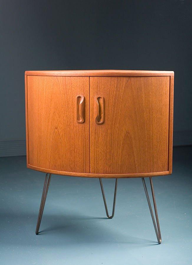 kleiner mid century teak eckschrank von g plan bei pamono kaufen. Black Bedroom Furniture Sets. Home Design Ideas