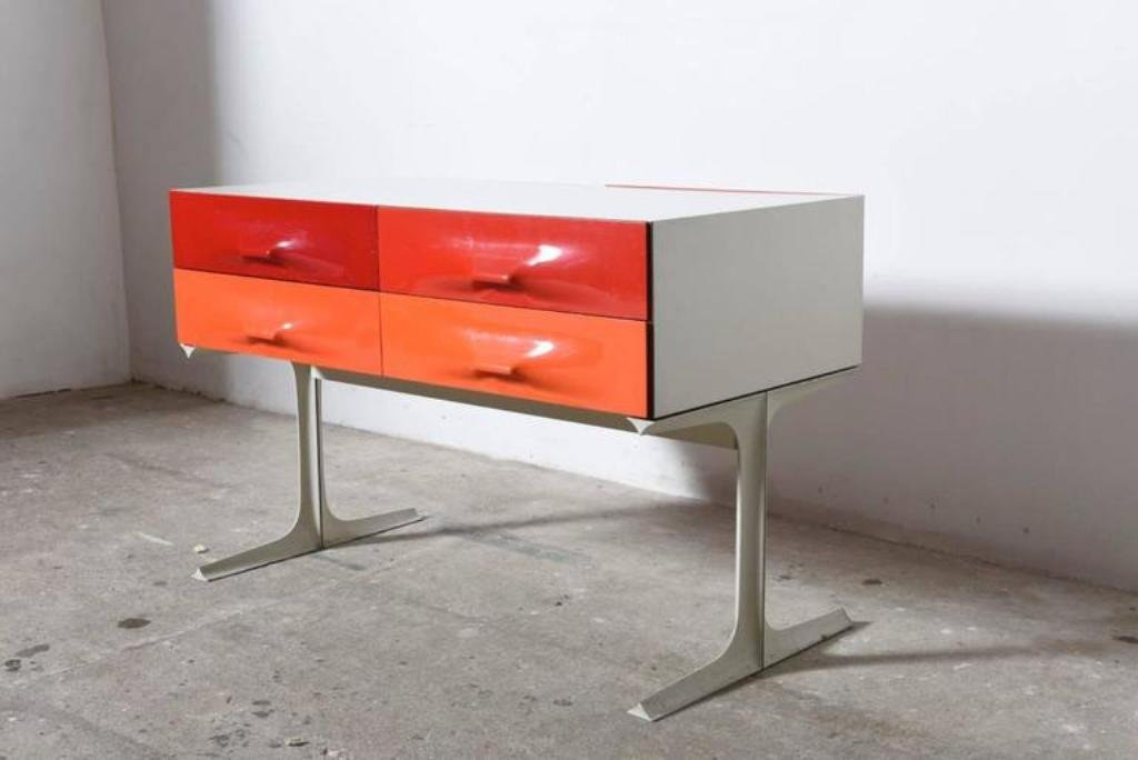 niedrige kommode in rot orange von raymond loewy f r. Black Bedroom Furniture Sets. Home Design Ideas