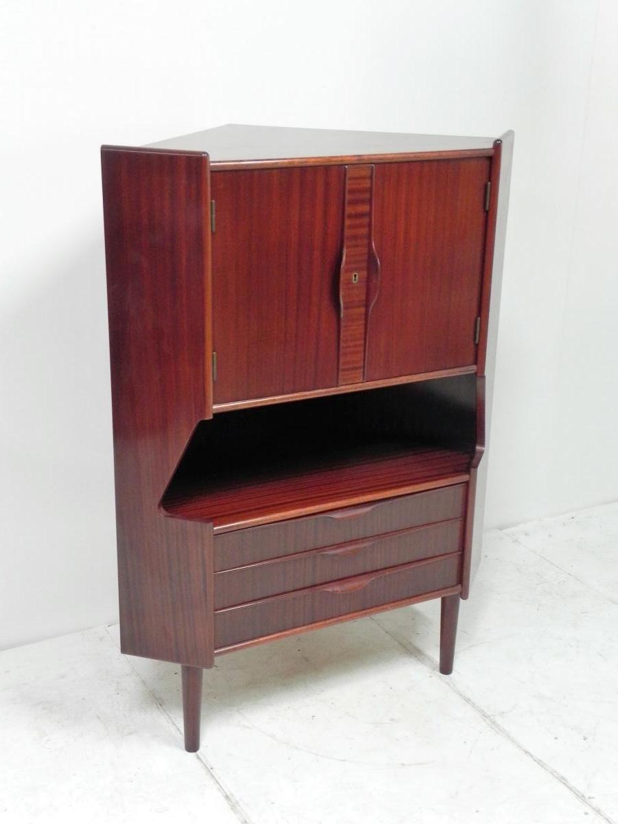 meuble d angle vintage en vente sur pamono. Black Bedroom Furniture Sets. Home Design Ideas