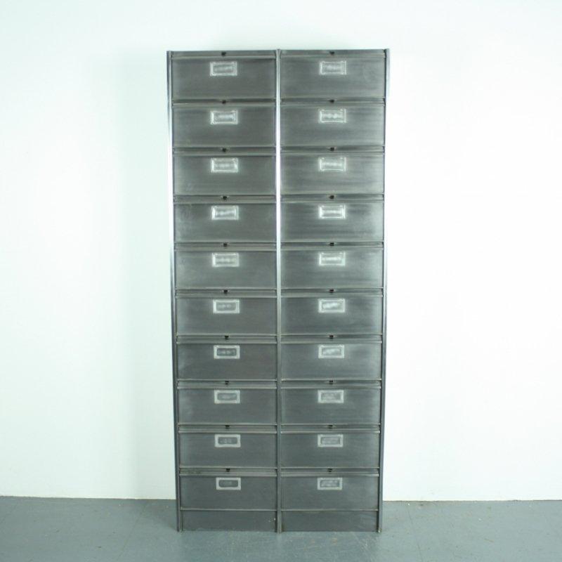abgeschliffener vintage metallschrank mit 20 schubladen bei pamono kaufen. Black Bedroom Furniture Sets. Home Design Ideas