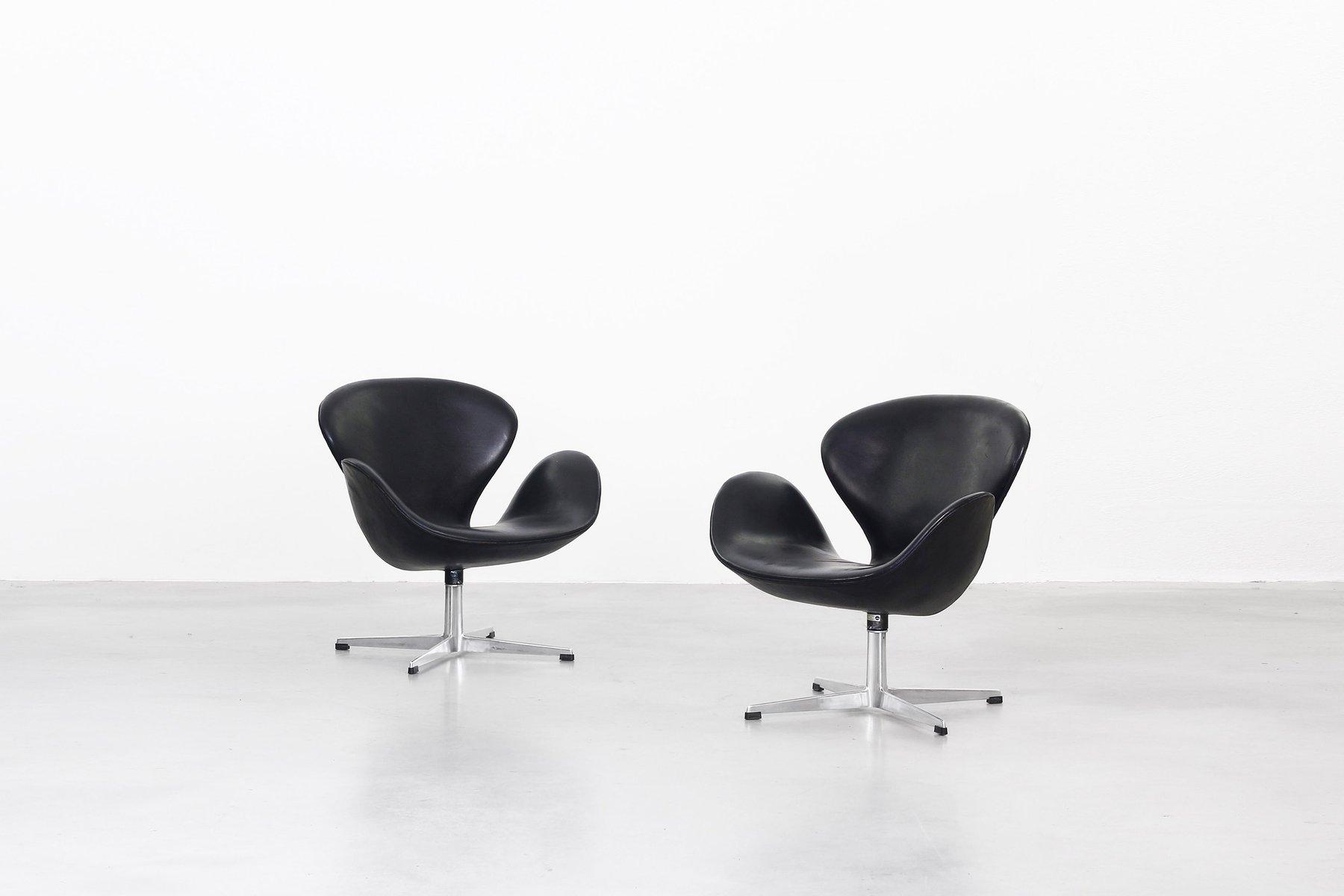 Swan Chairs By Arne Jacobsen For Fritz Hansen, 1963, Set Of 2