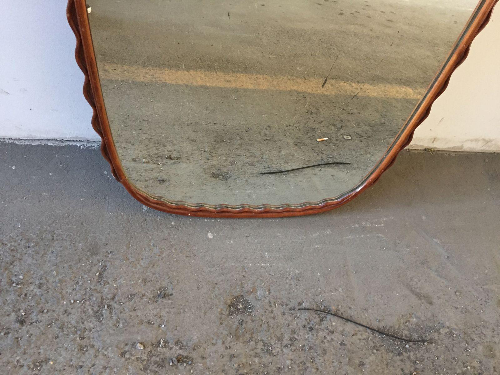 italienischer gebogener kirschholz wandspiegel von osvaldo borsani 1950er bei pamono kaufen. Black Bedroom Furniture Sets. Home Design Ideas