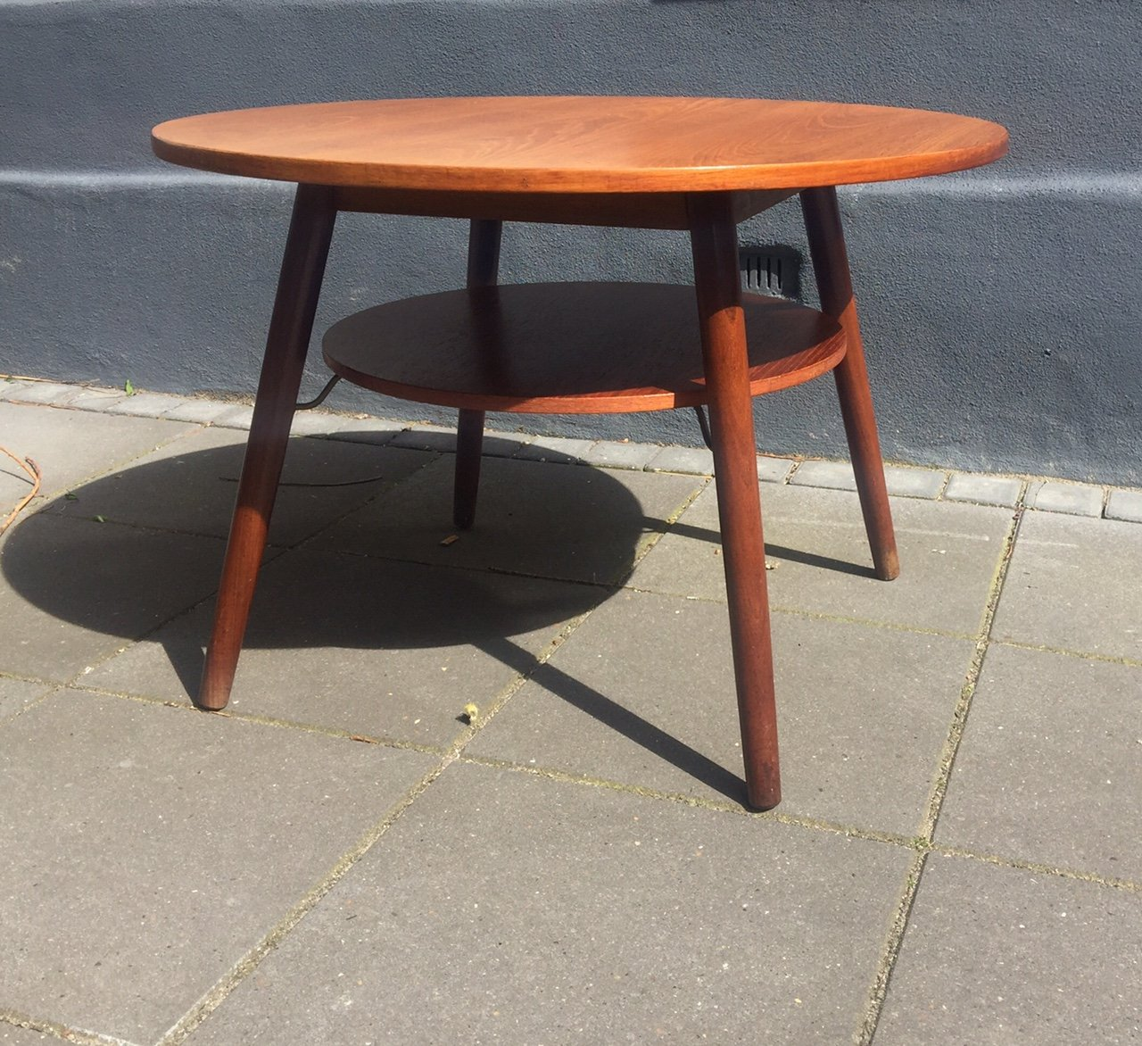Vintage Round Danish Teak Coffee Table With Floating