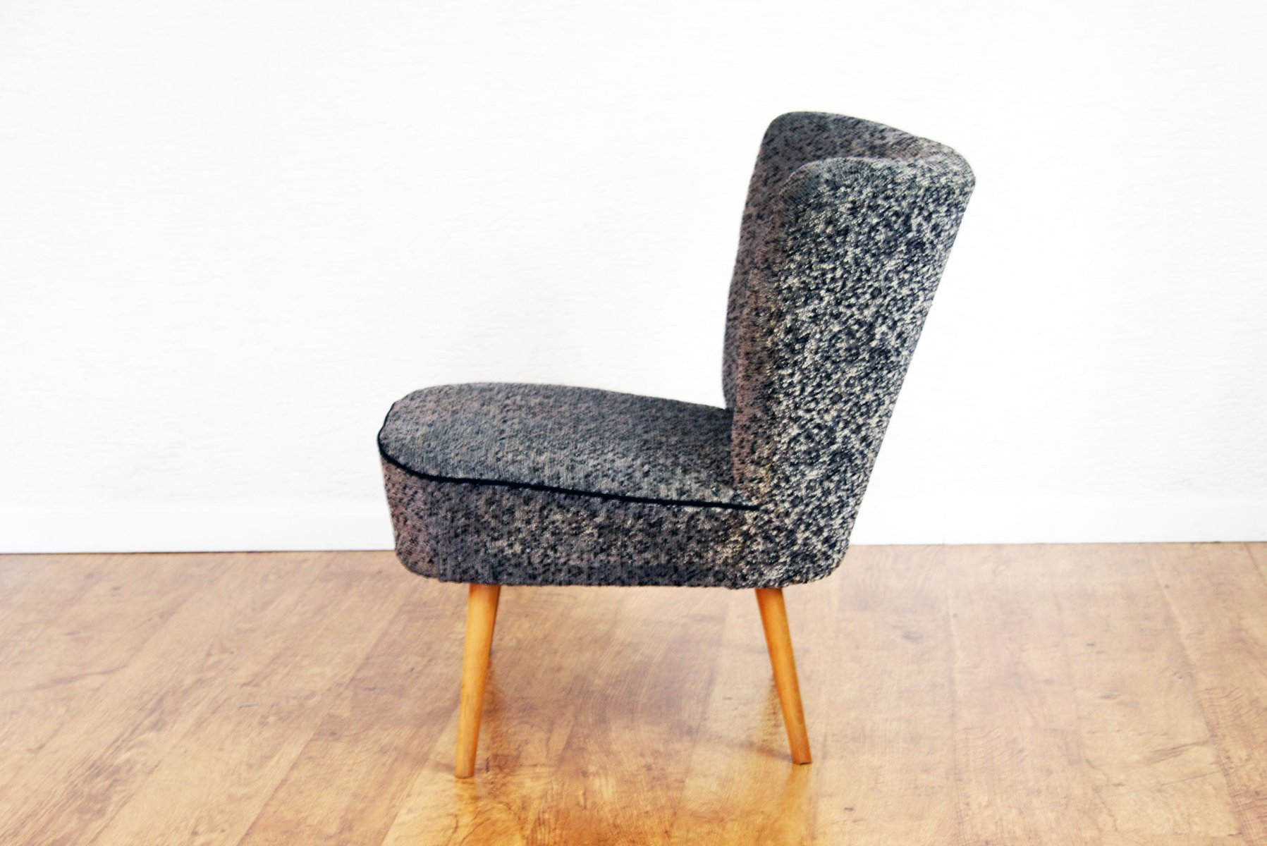 vintage cocktail sessel mit grauem stoffbezug bei pamono. Black Bedroom Furniture Sets. Home Design Ideas