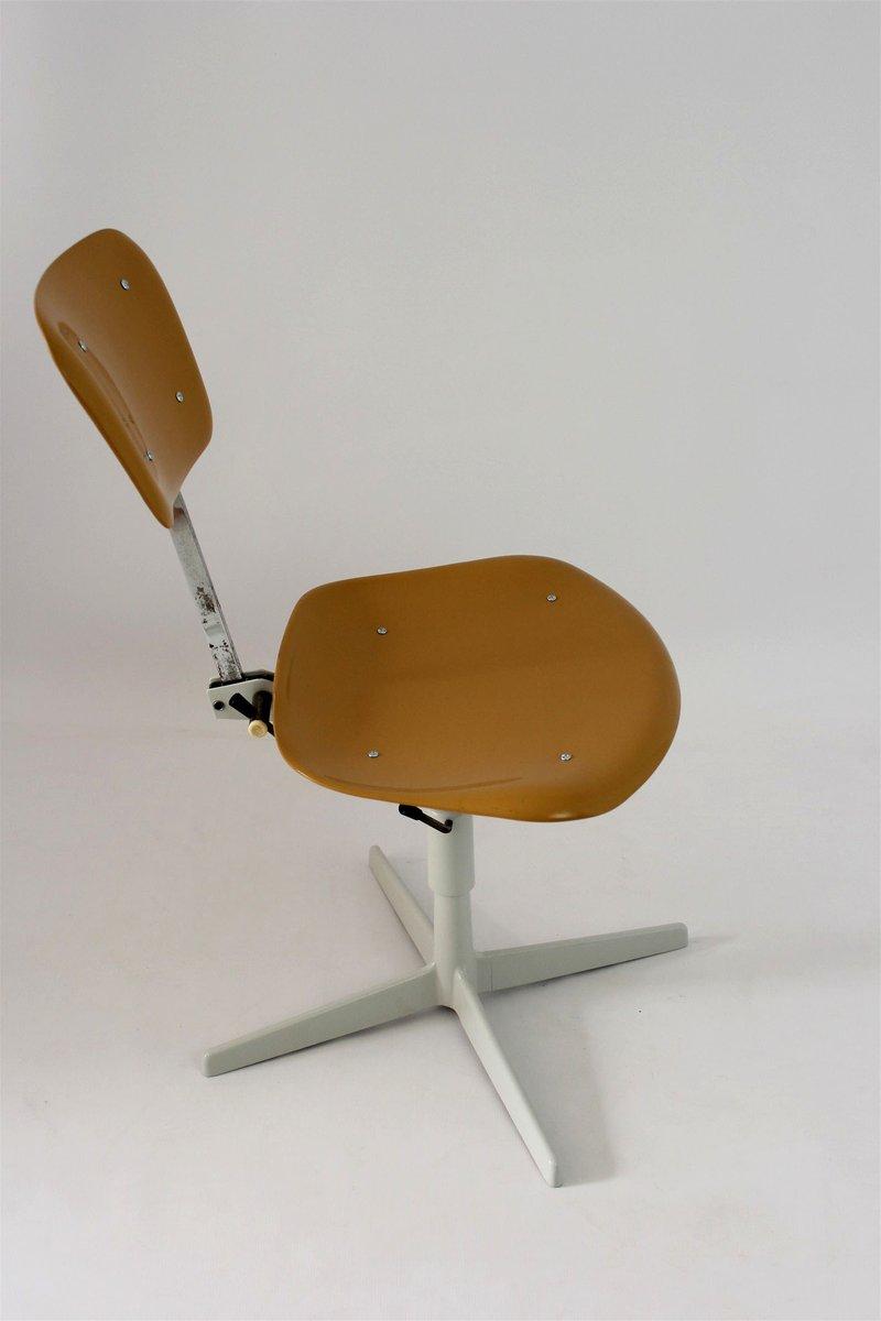 Industrieller stuhl aus plastik stahl 1970er bei pamono for Stuhl design plastik