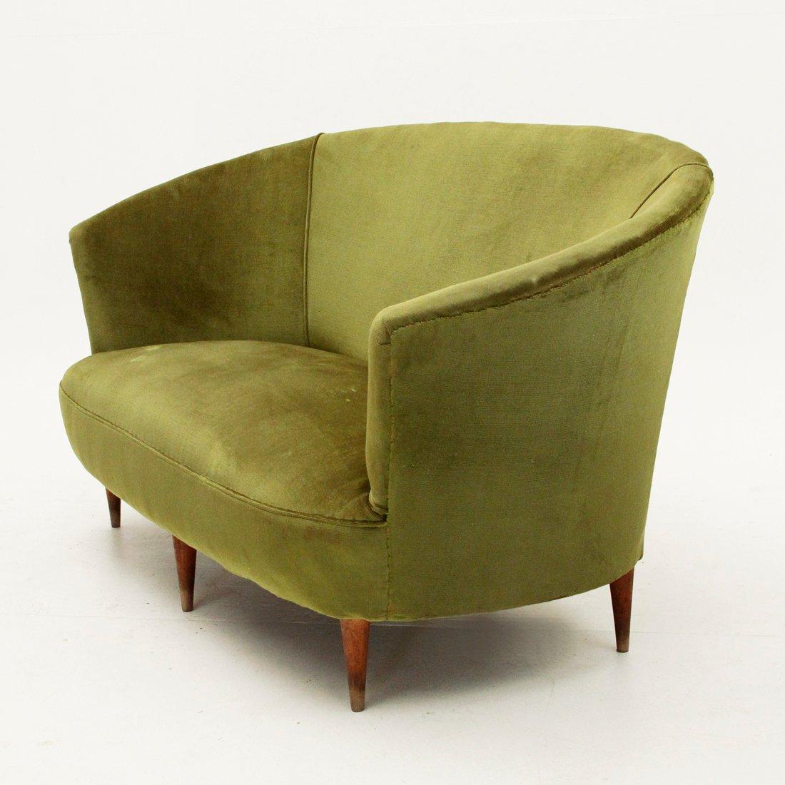 gr nes italienisches sofa aus samt 1940er bei pamono kaufen. Black Bedroom Furniture Sets. Home Design Ideas