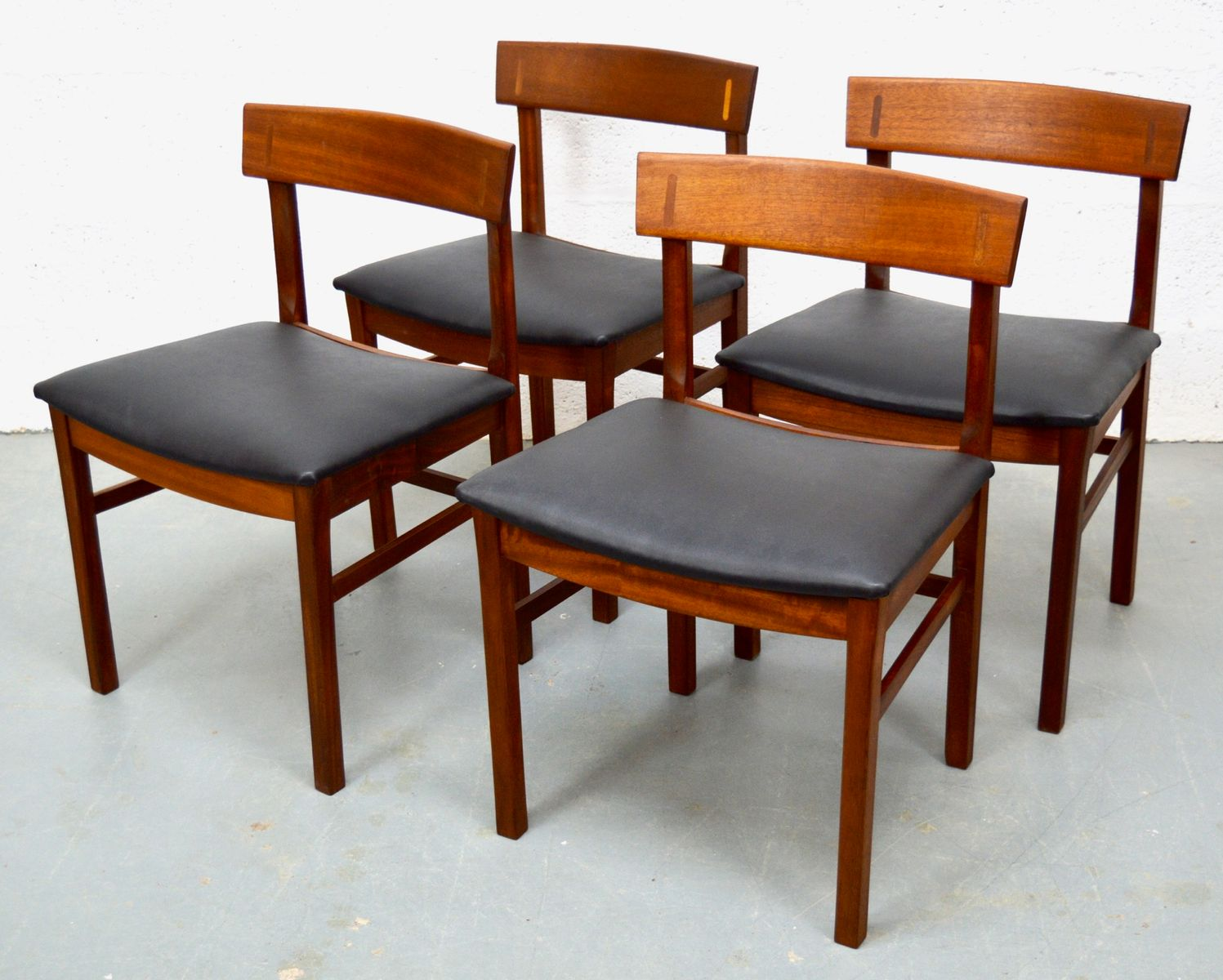 mid century teak tisch und st hle von gordon russell bei pamono kaufen. Black Bedroom Furniture Sets. Home Design Ideas