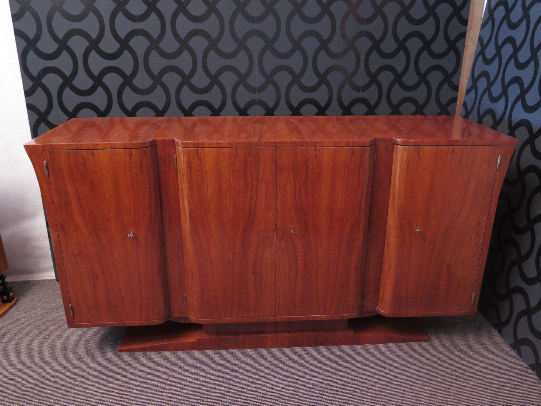 gebogenes italienisches art deco nussholz sideboard. Black Bedroom Furniture Sets. Home Design Ideas
