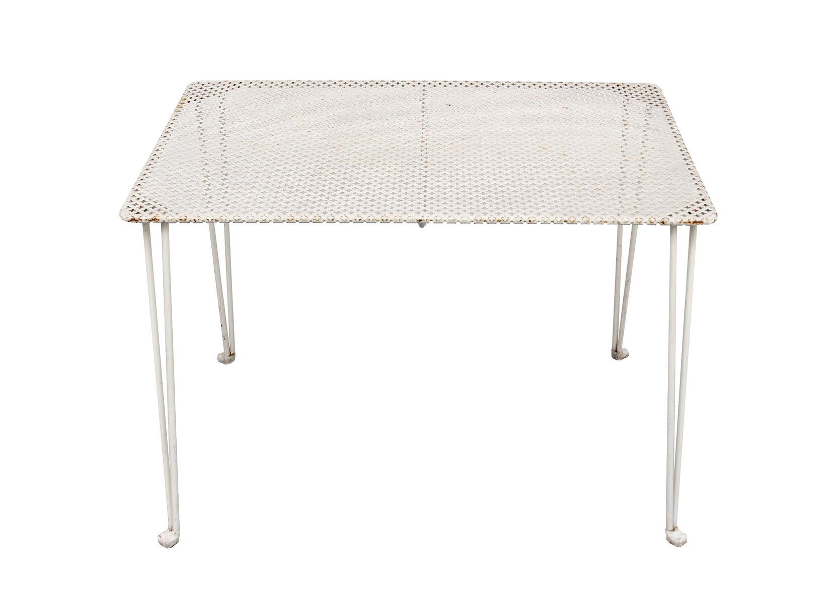 wei er perforierter metall tisch 1950er bei pamono kaufen. Black Bedroom Furniture Sets. Home Design Ideas